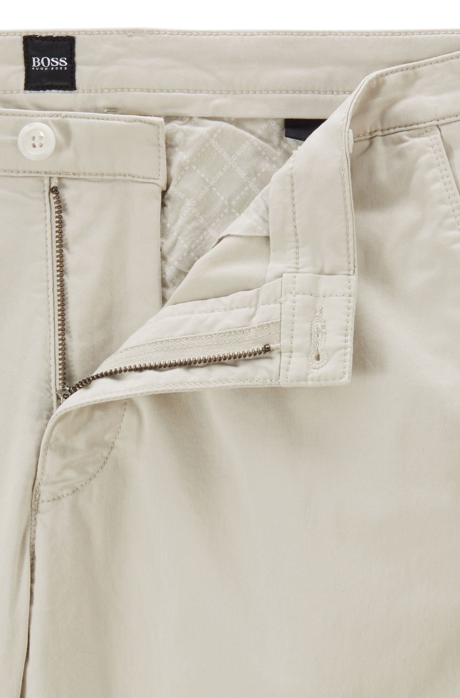 Slim-Fit Chino aus weich angerauter Stretch-Baumwolle, Hellbeige