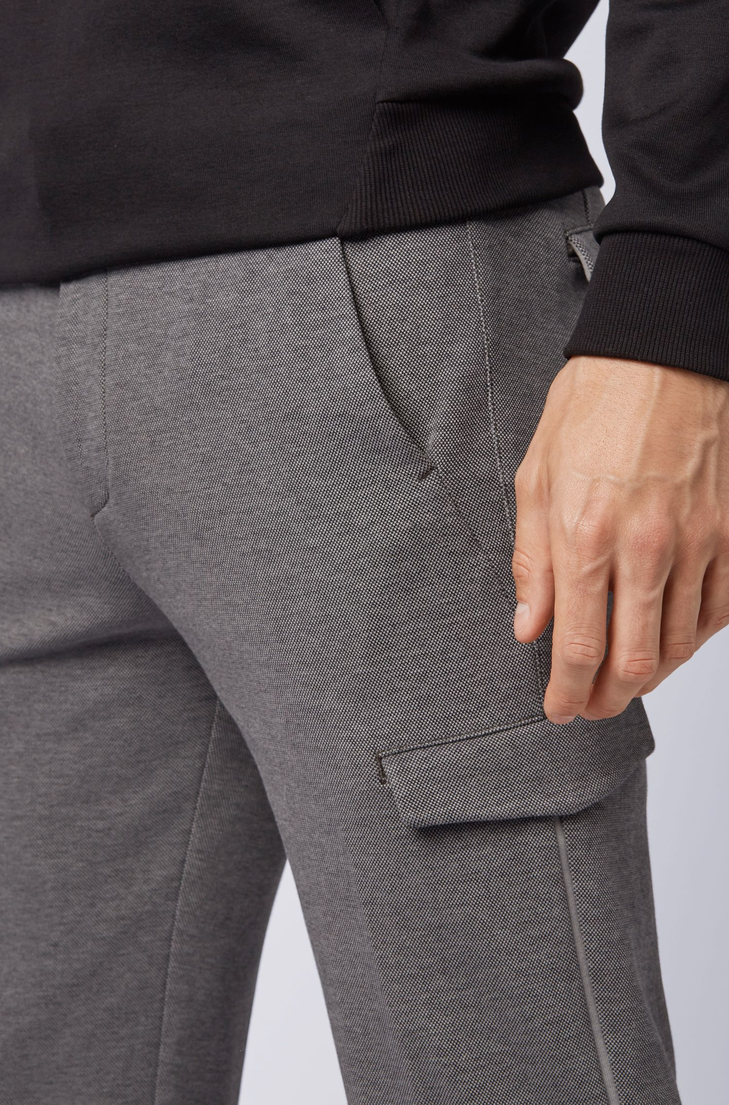 Pantalon cargo Regular Fit en jersey, avec galon à rayures, Gris