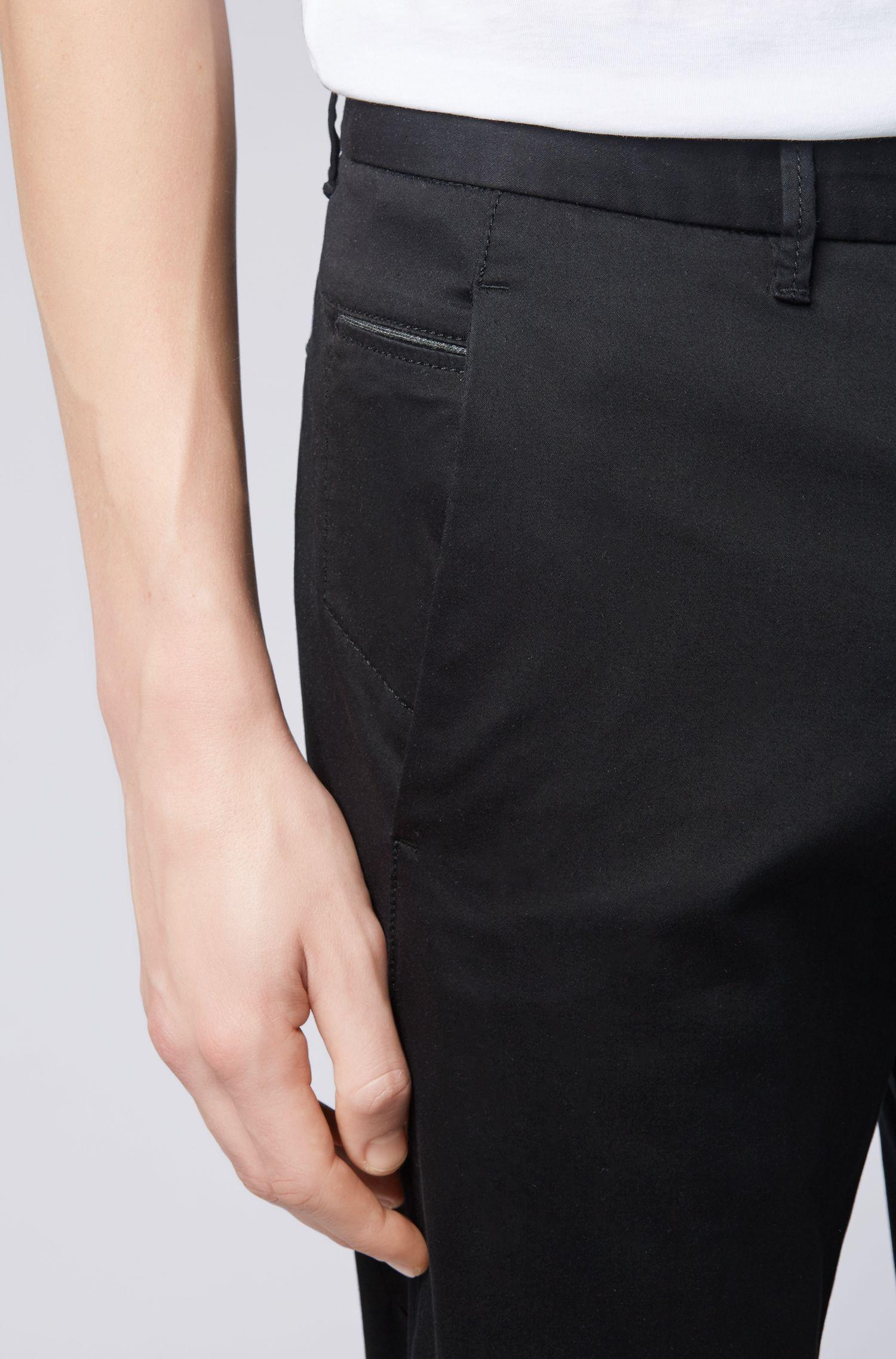 Pantalon Regular Fit en tissu stretch au toucher satiné, Noir