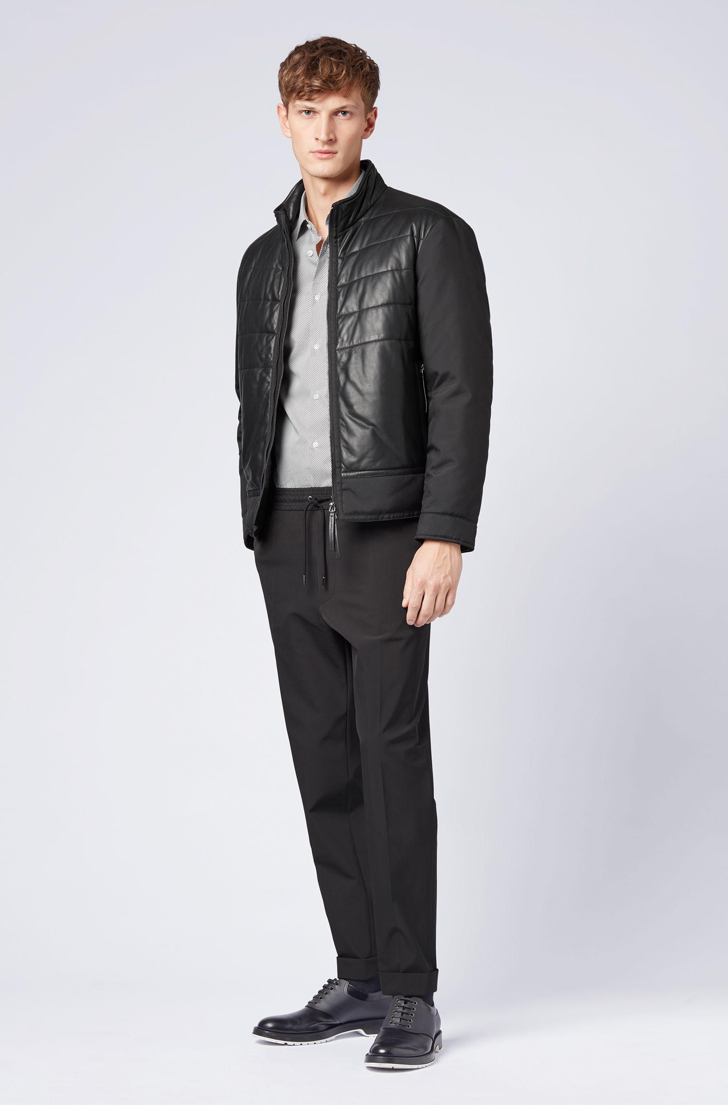 Slim-Fit Hemd aus Satin mit Mini-Fliegenprint, Gemustert