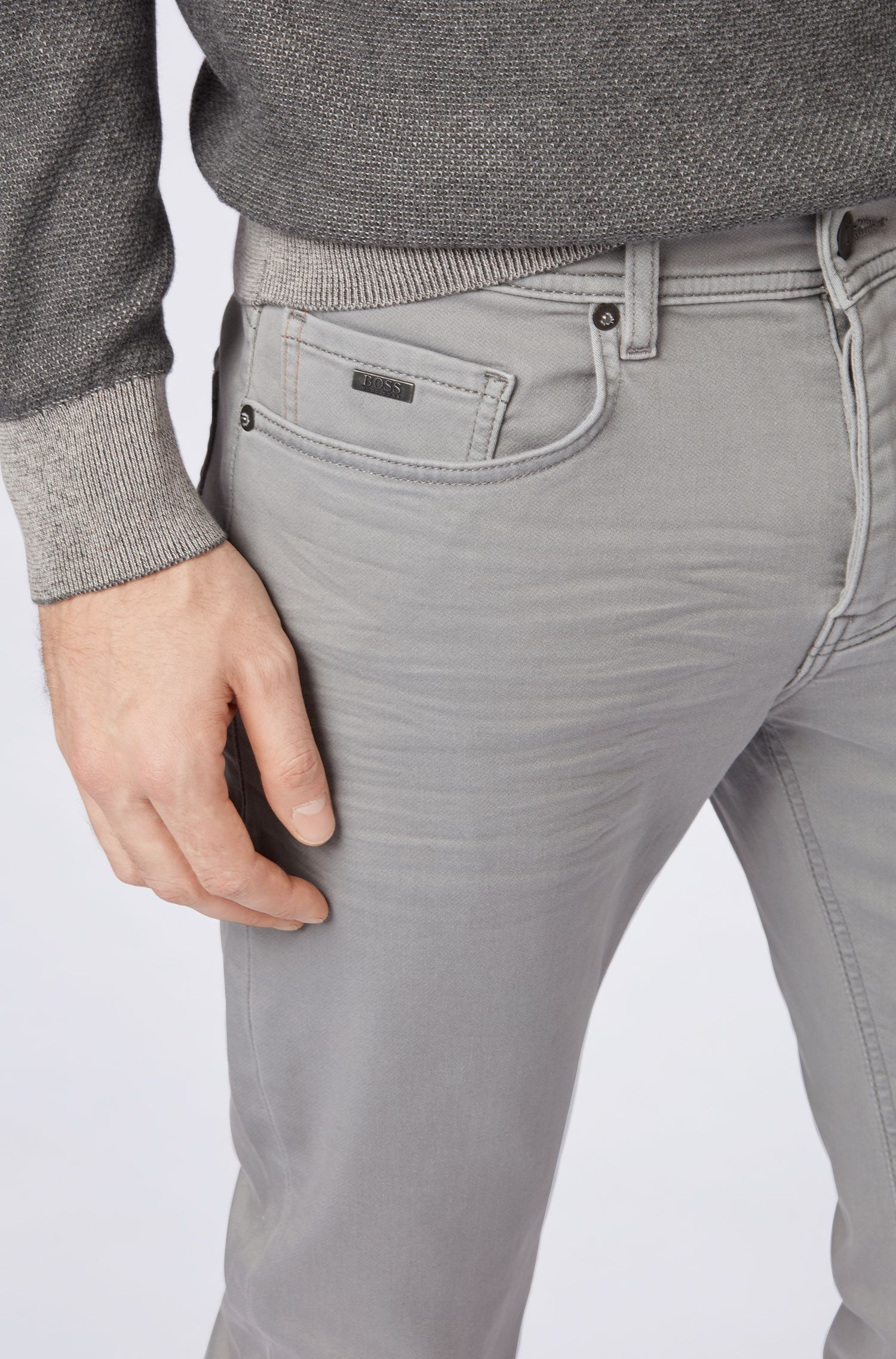 Tapered-Fit Jeans aus gestricktem Baumwoll-Mix, Hellgrau
