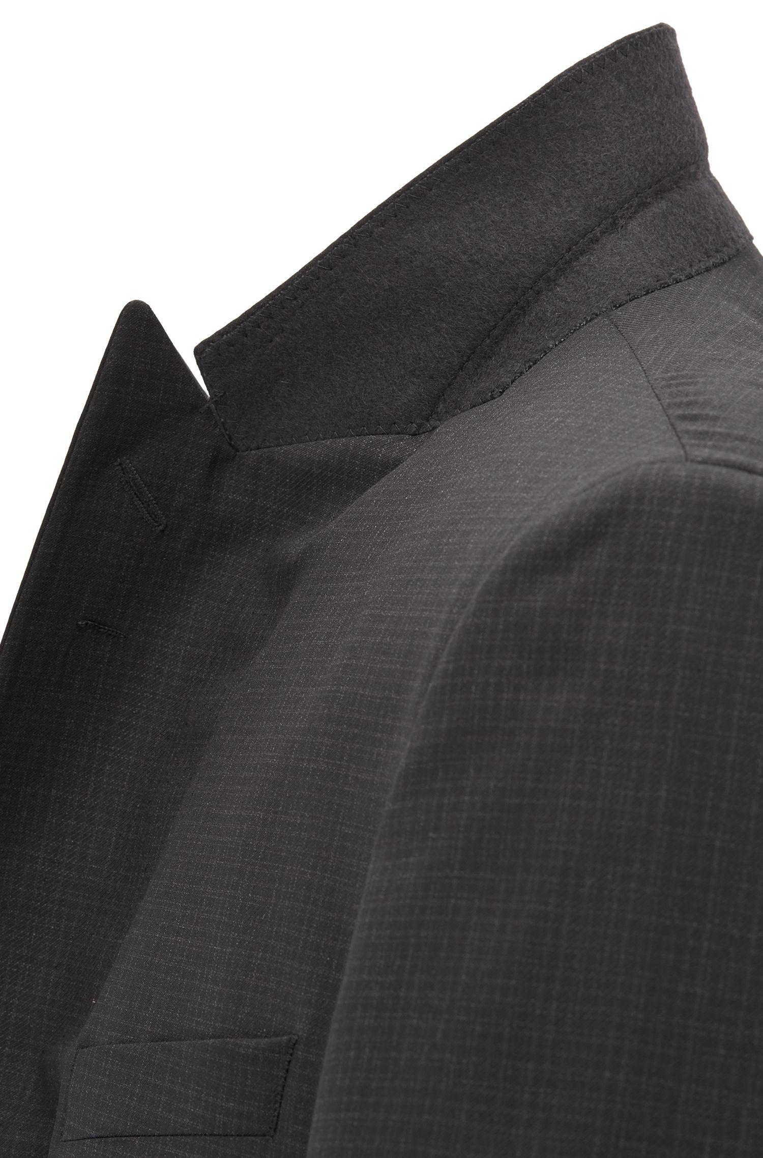 Dreiteiliger Slim-Fit Smoking aus Schurwolle mit Seiden-Details, Schwarz