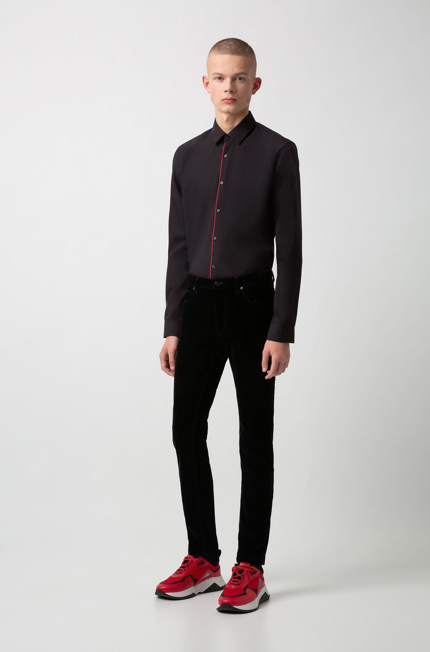 Camicia extra slim fit facile da stirare con profili di colore rosso, Nero