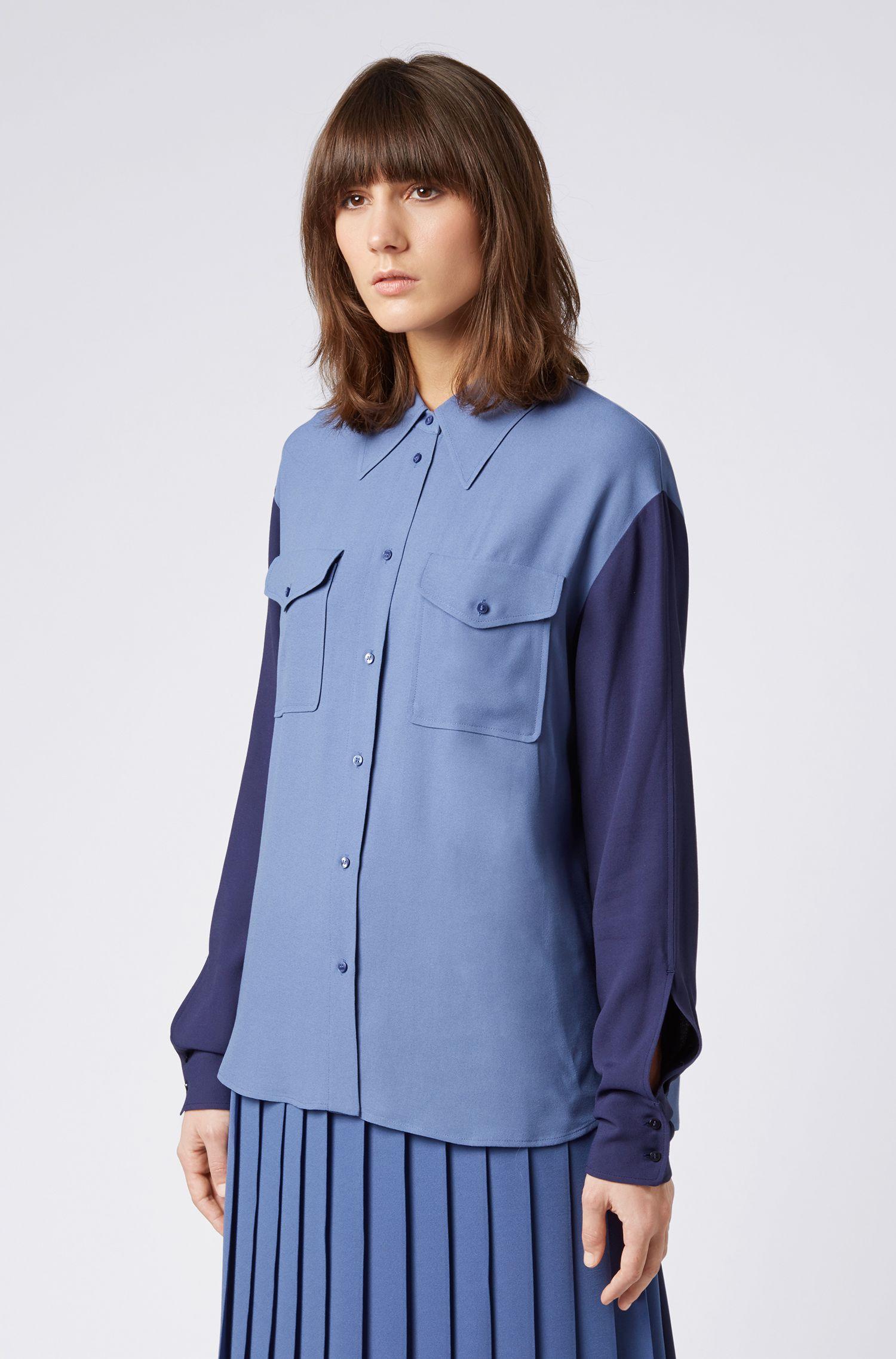 Bluse aus französischem Krepp mit aufgesetzten Taschen, Blau