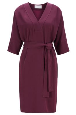 Kleid mit V-Ausschnitt und Bindegürtel, Dunkelrot