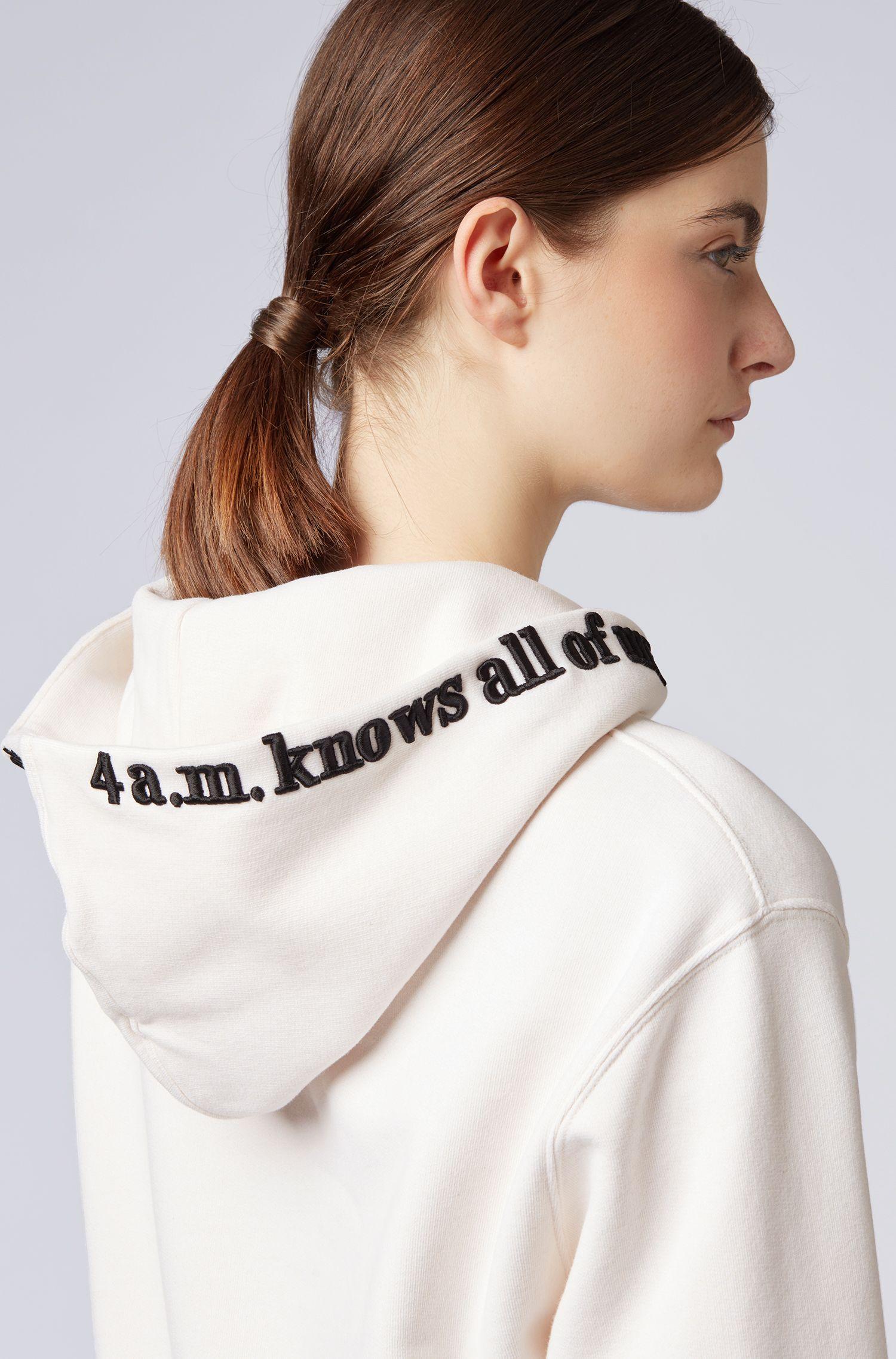 Sweat à capuche en molleton chiné, avec message brodé, Chair
