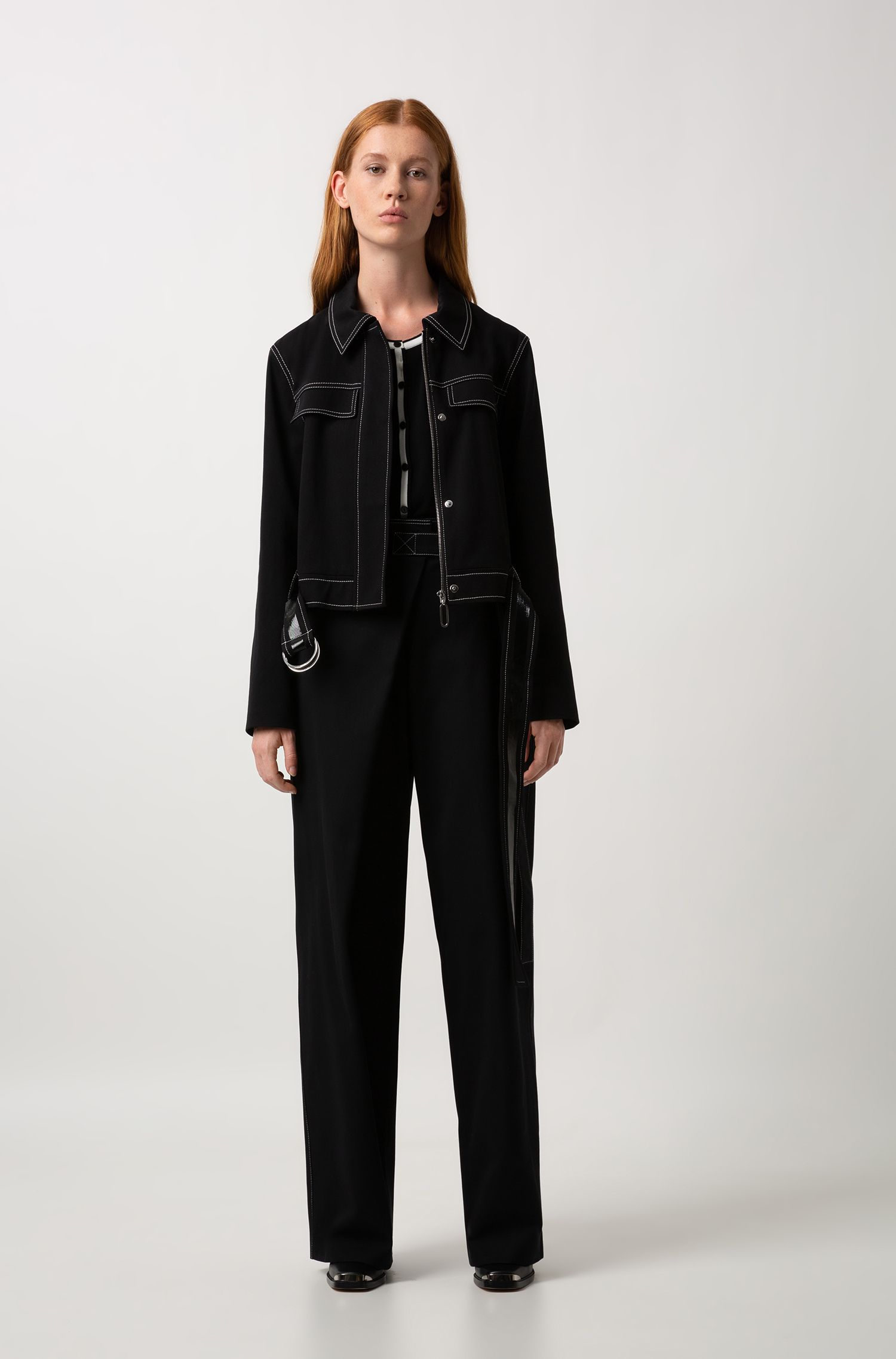 Cropped jacket in stretch cotton with lacquer-trimmed belt, Black