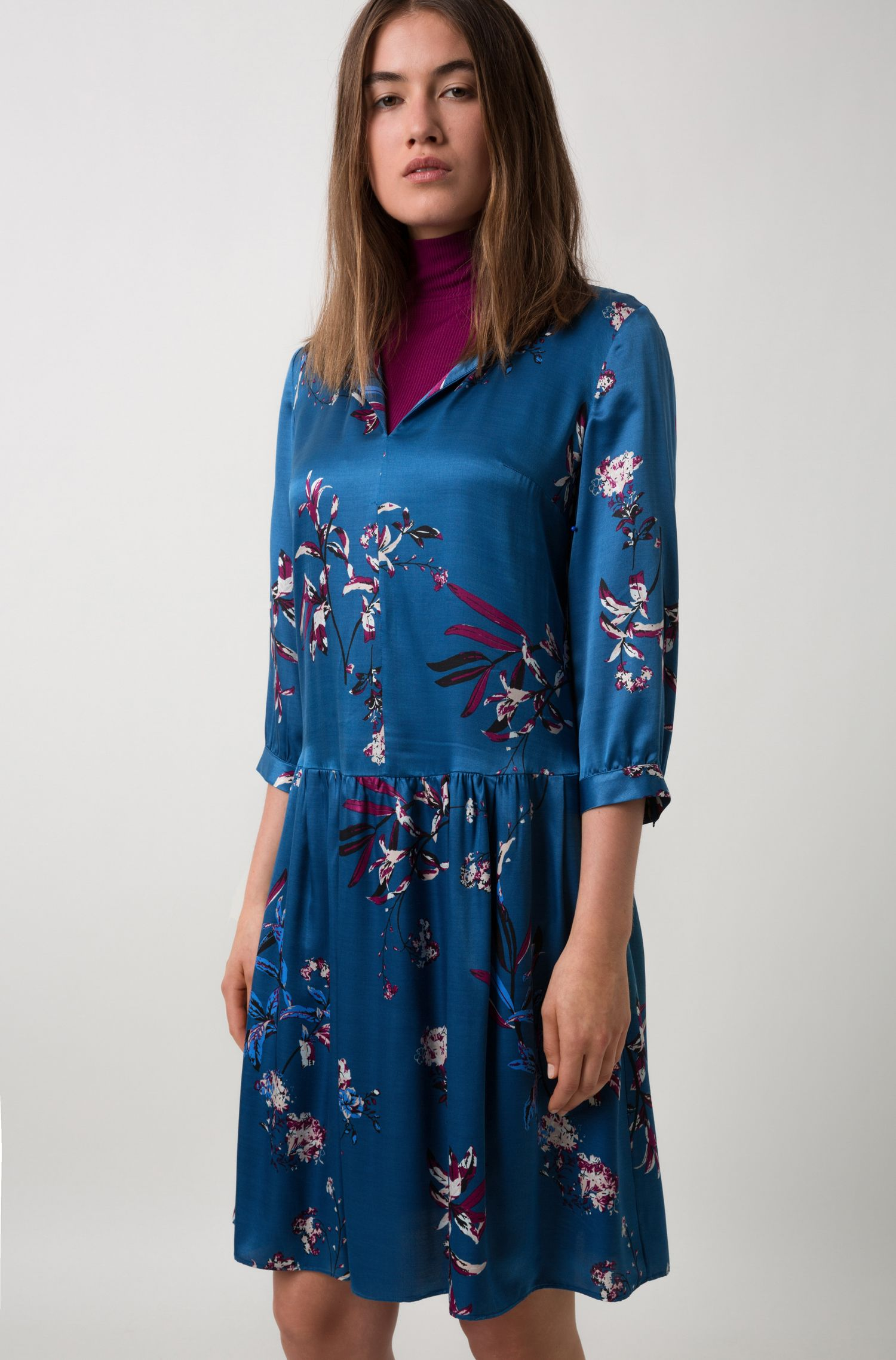 Silky floral-print dress with three-quarter sleeves, Patterned