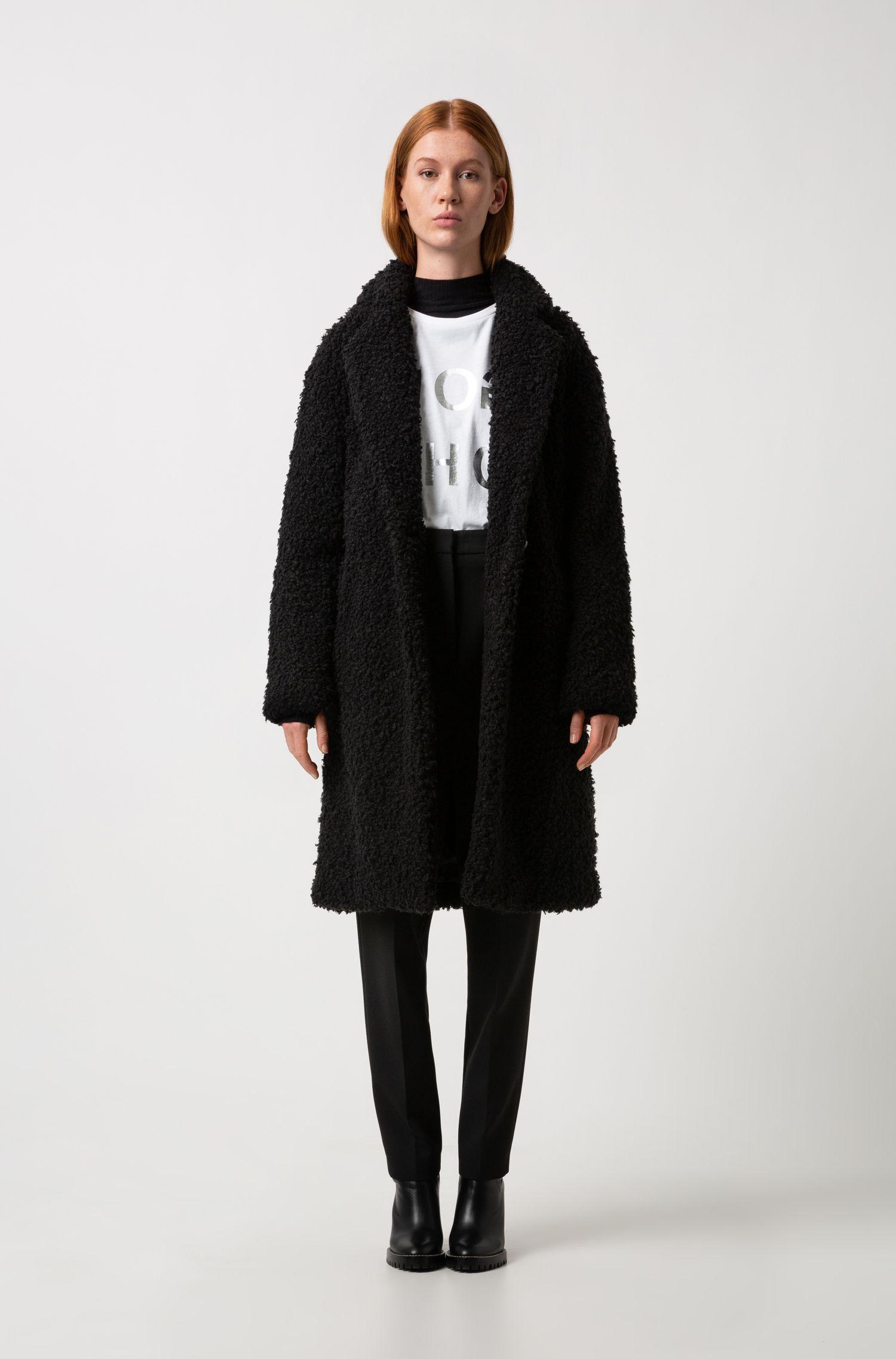 Abrigo de corte ovalado en tejido de peluche, Negro