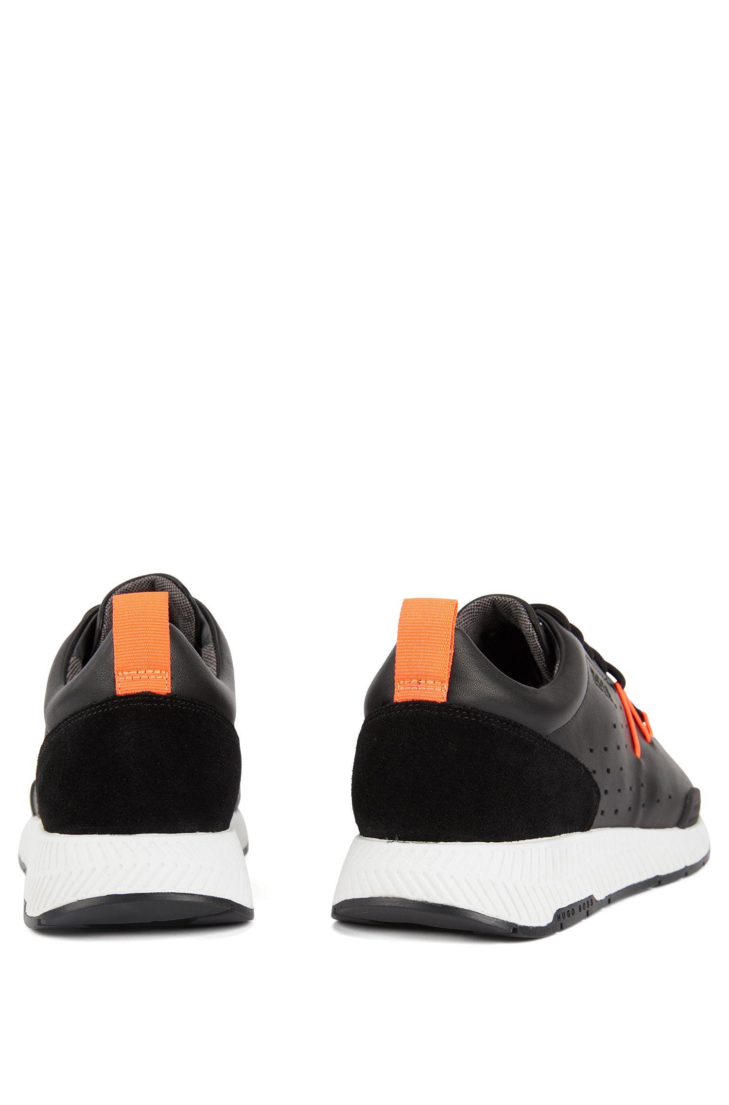Baskets inspirées des chaussures de course, avec tige en cuir perforé, Noir