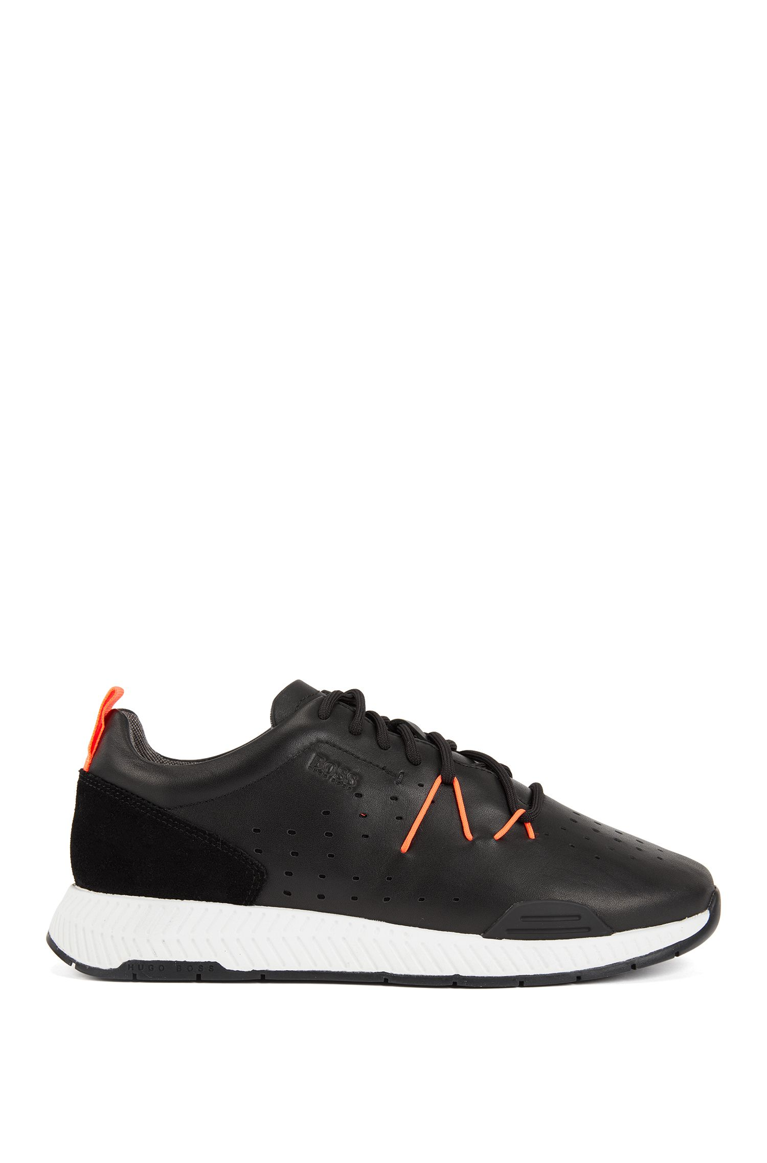 Sneakers stile runner in pelle con tomaia traforata, Nero