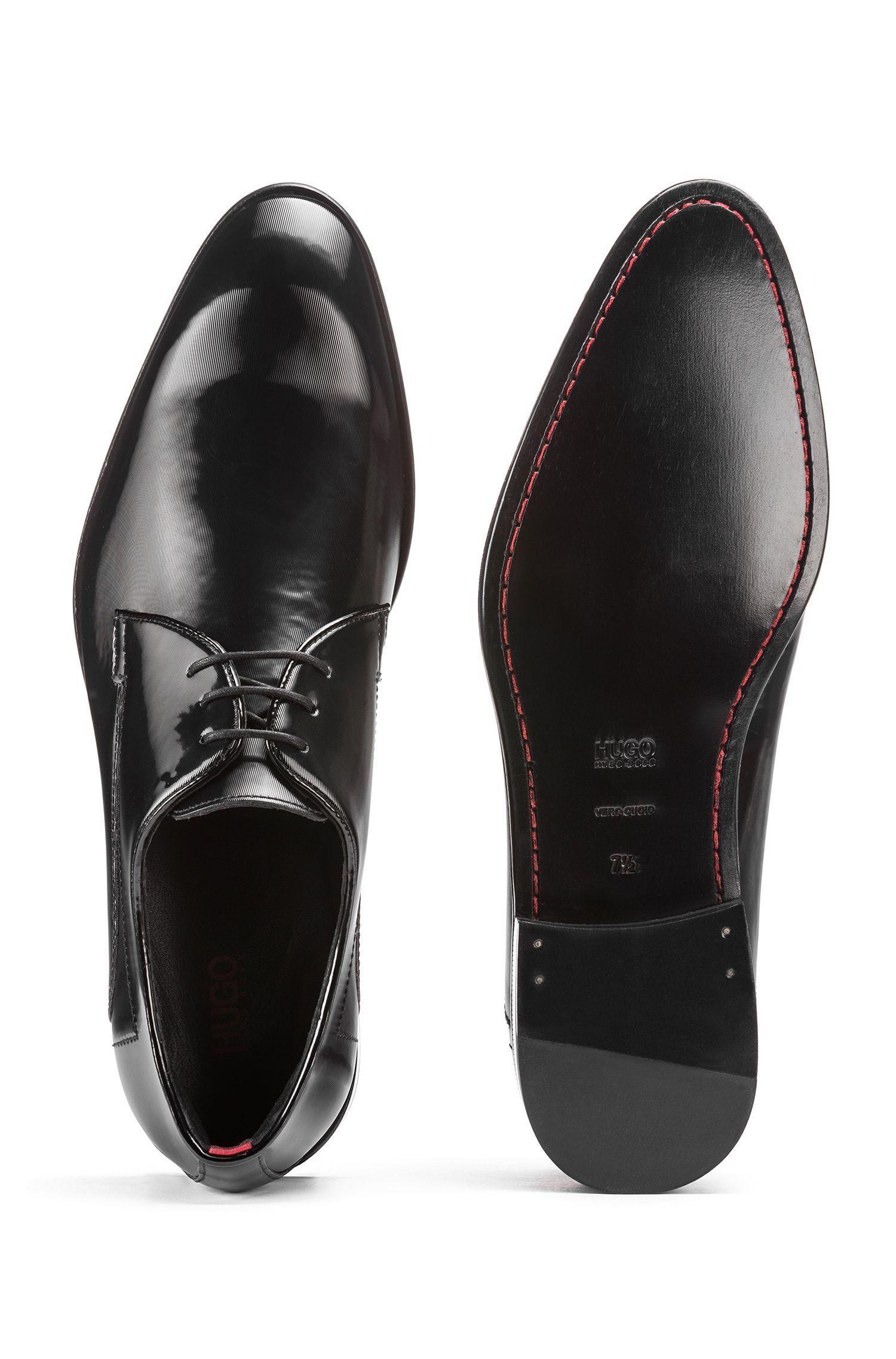 Zapatos Derby con acabado metalizado y detalles de costuras, Negro