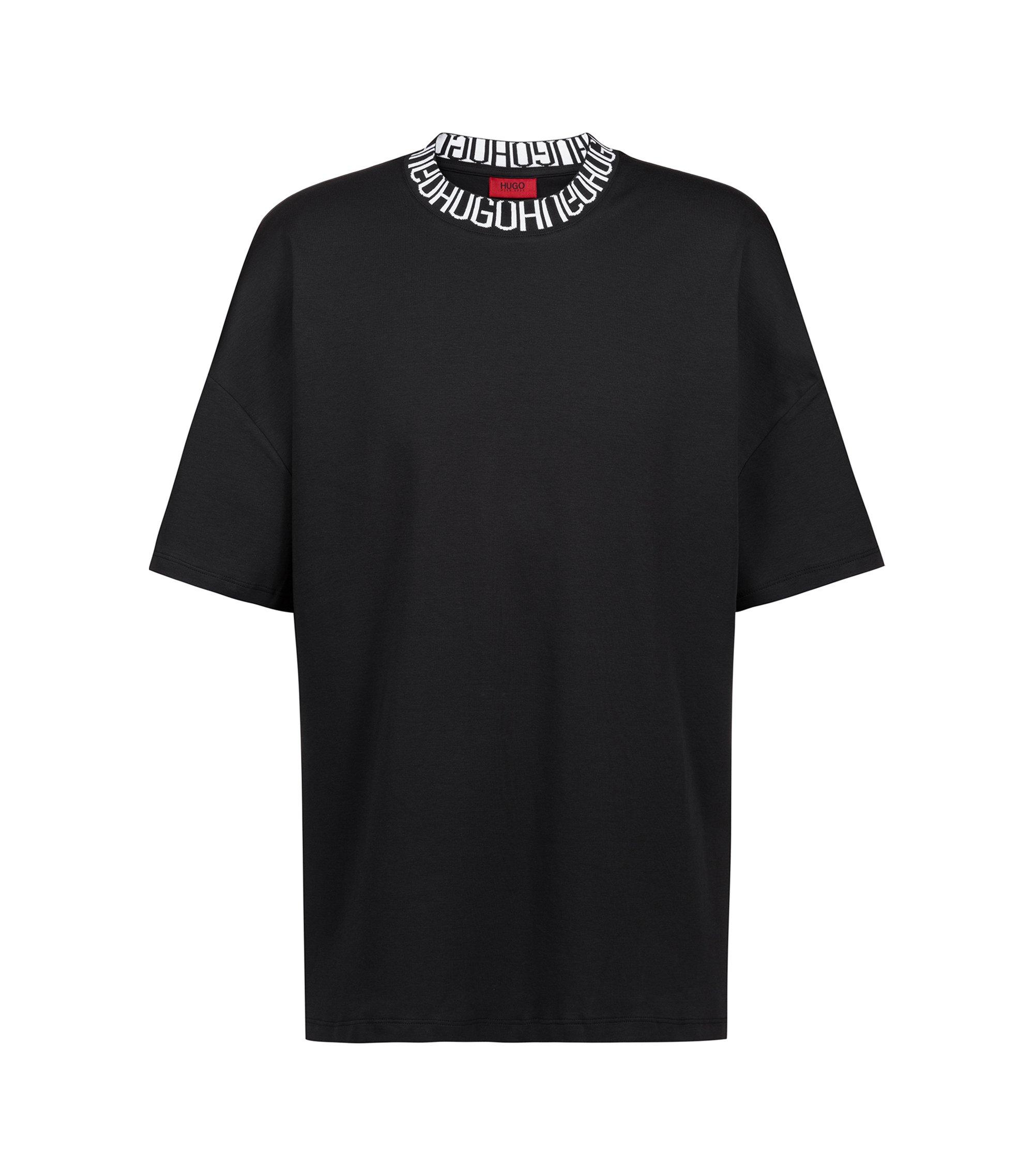 Oversized T-Shirt mit Reversed-Logo am Ausschnitt, Schwarz