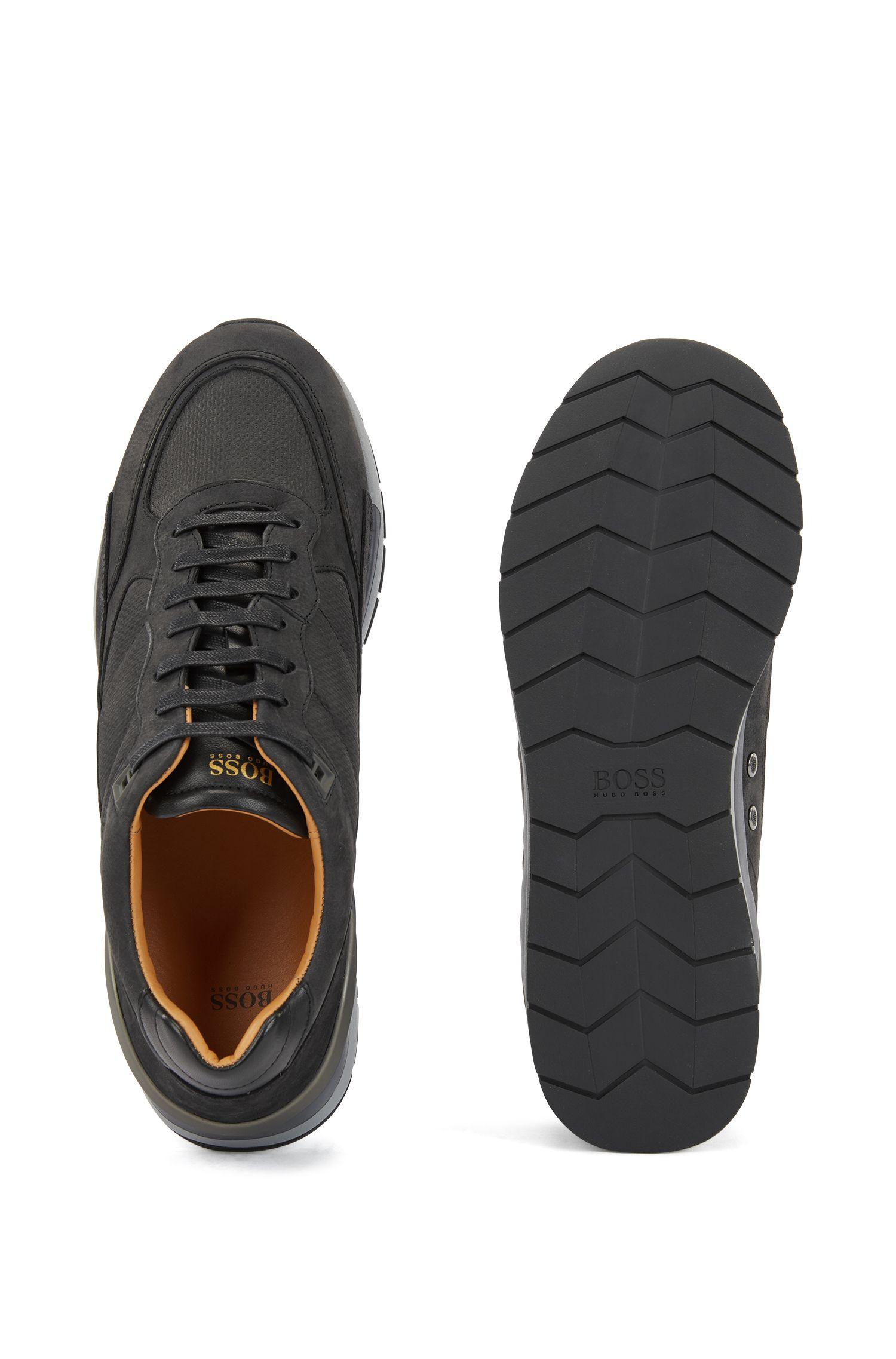 Sneakers mit Einsätzen mit Monogramm-Prägung, Schwarz