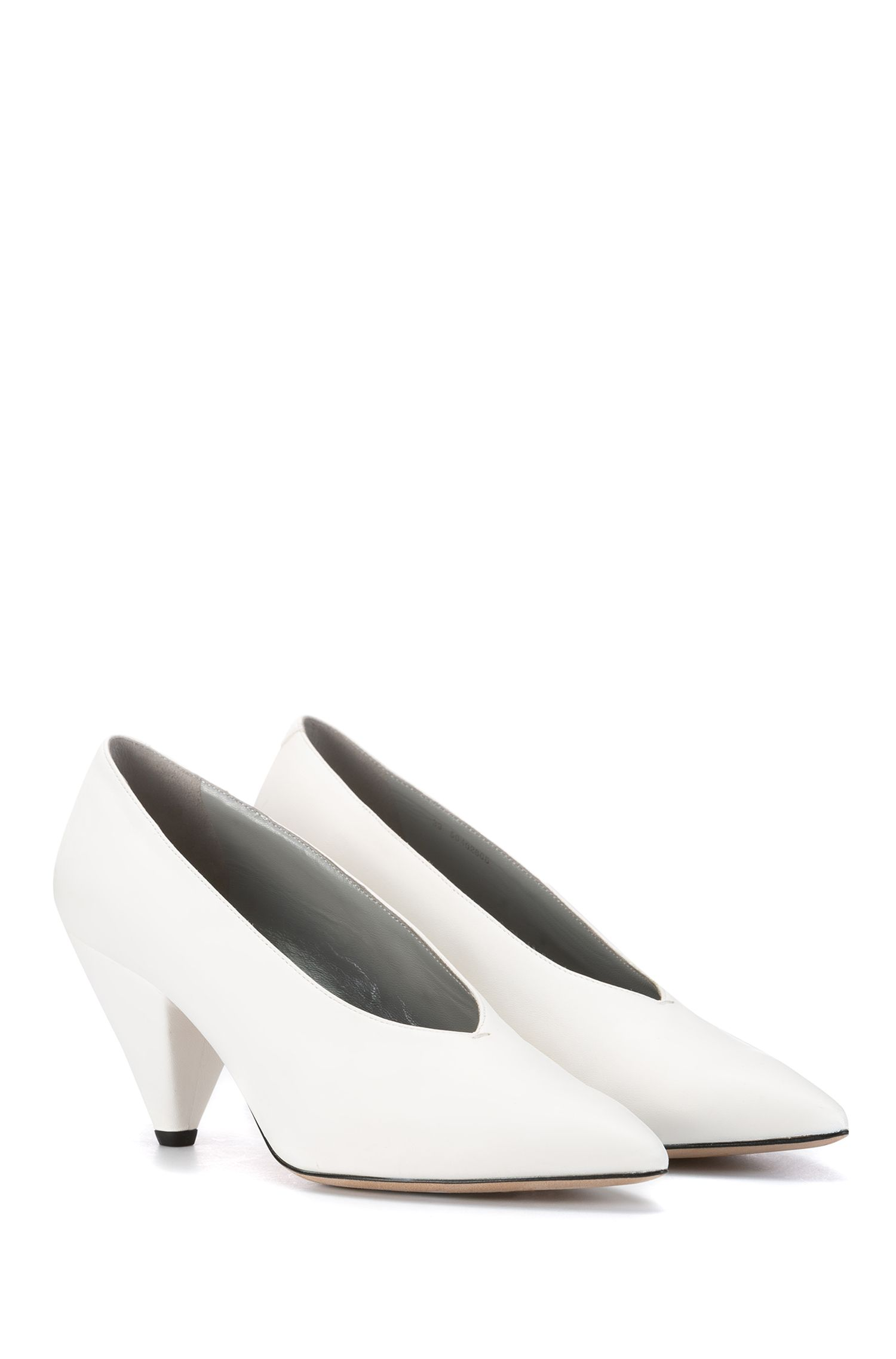V-front pumps in lambskin leather, White