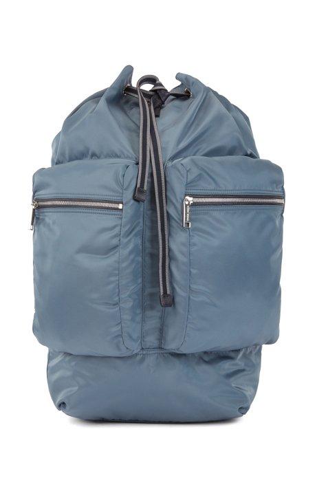 In Italien gefertigter Rucksack aus Nylon mit Tunnelzug und Karabinerverschluss, Blau