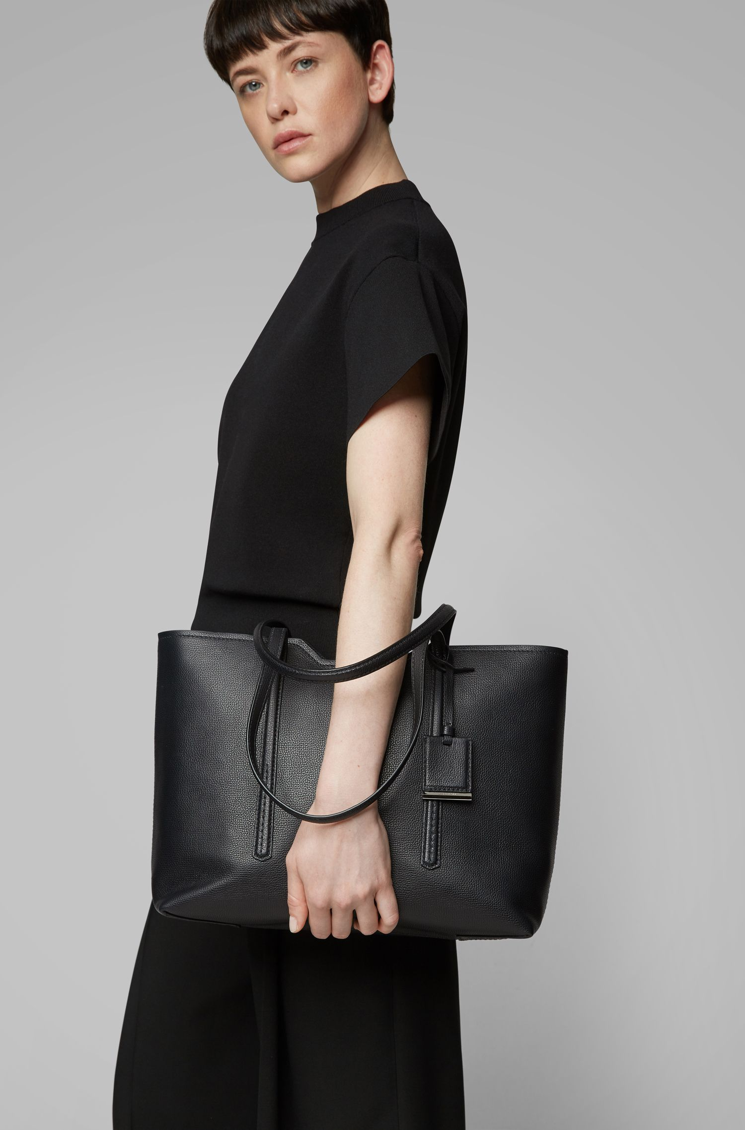 Shopper bag in grained Italian leather, Black