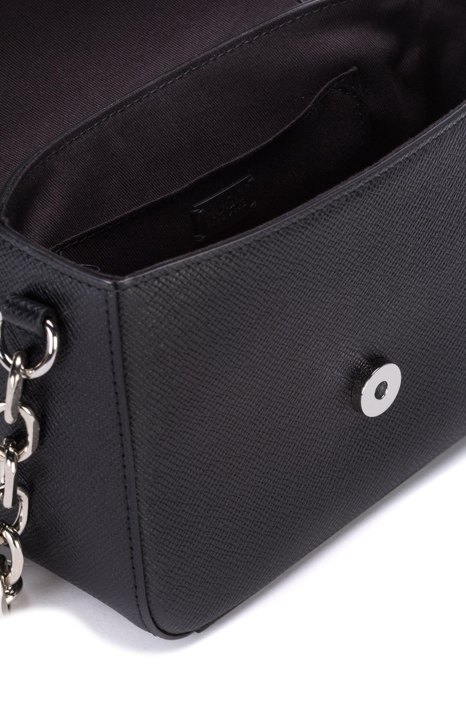 Sac porté croisé en cuir à imprimé Saffiano avec chaîne, Noir