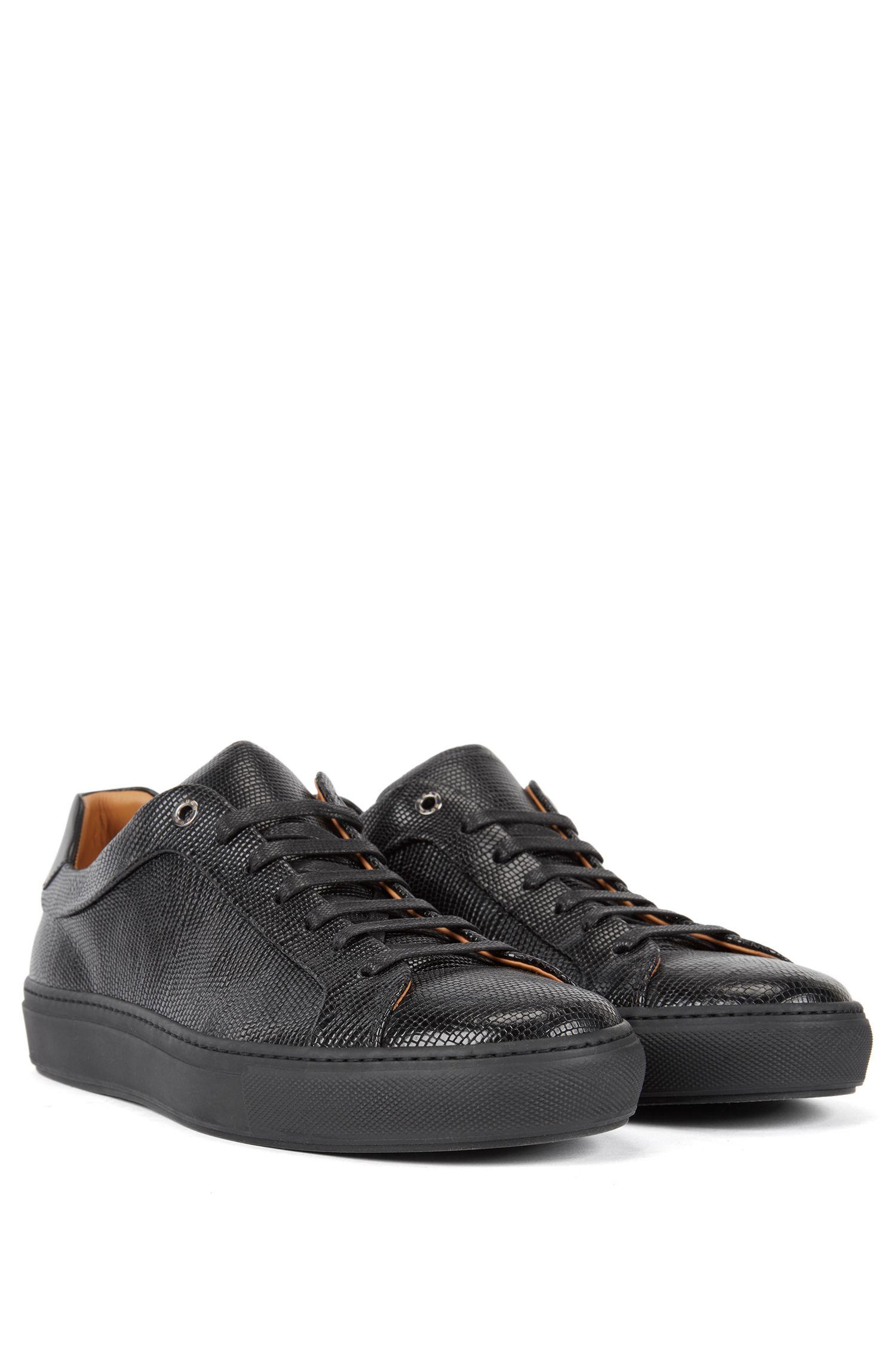 Sneakers aus geprägtem Leder im Tennis-Stil, Schwarz