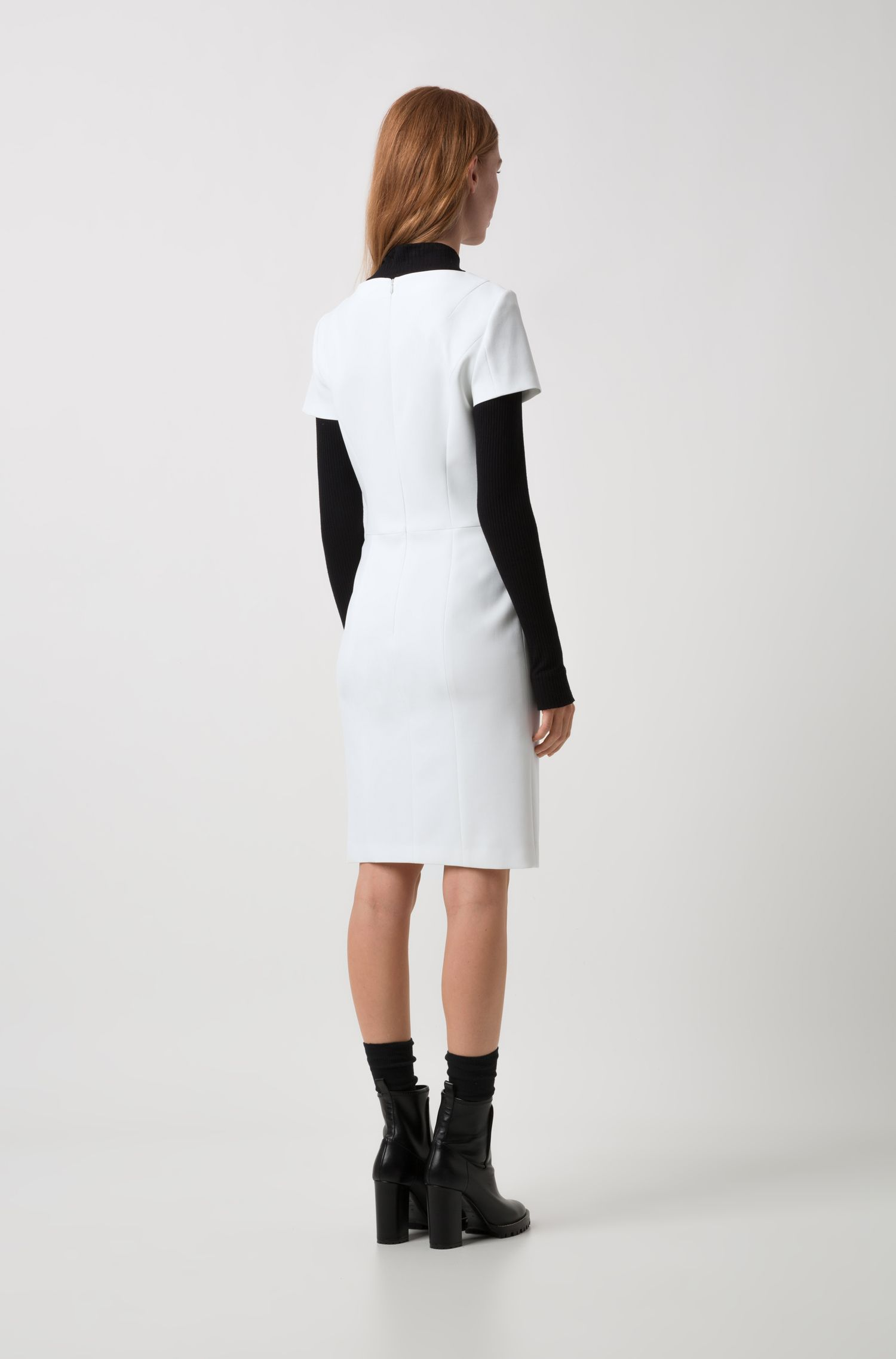 Fitted business dress in stretch fabric with short sleeves