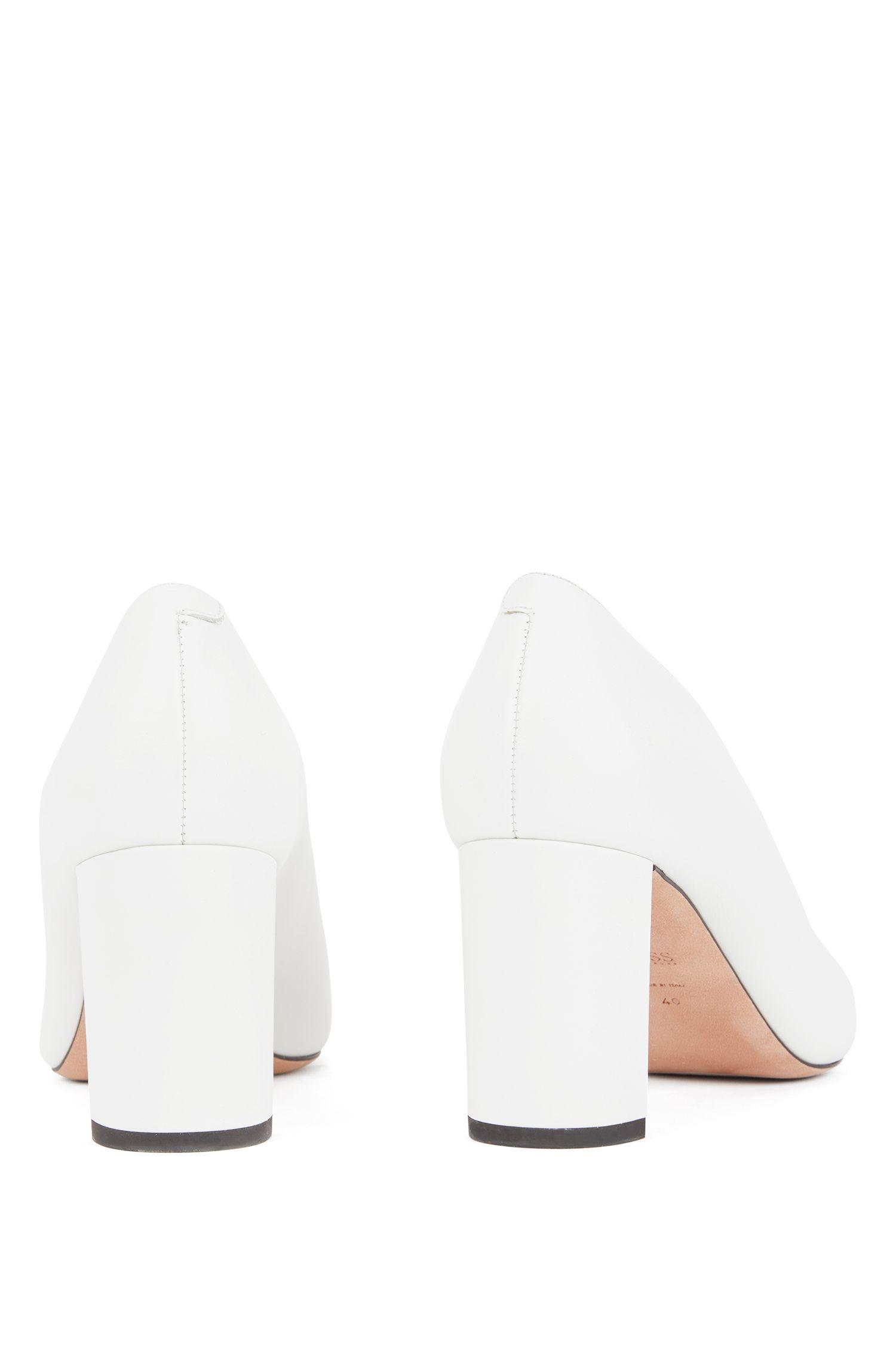 Pumps aus Leder mit V-Ausschnitt am Schuhblatt, Weiß