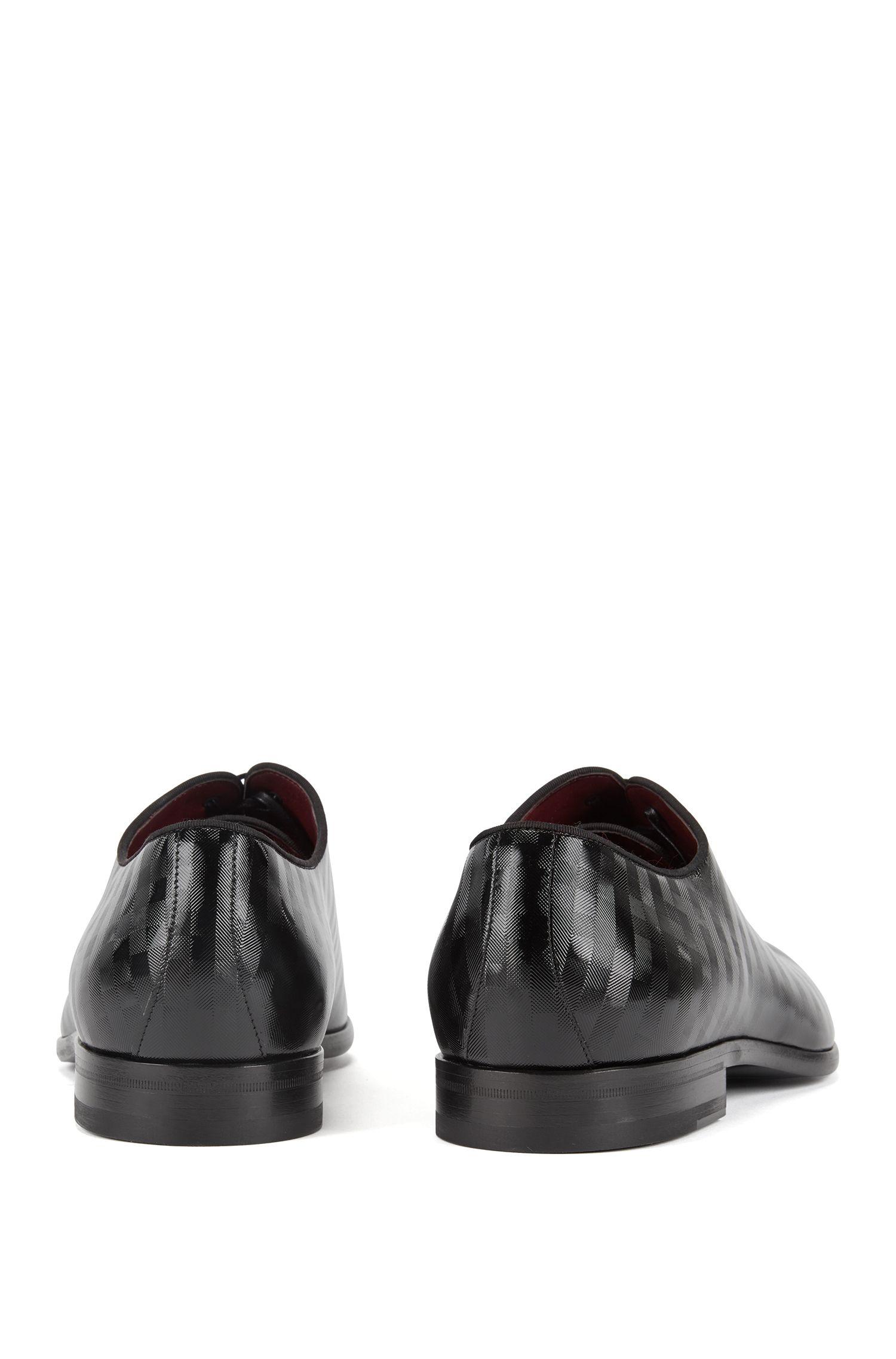 Chaussures Oxford confectionnées en Italie en cuir de veau verni à rayures, Noir