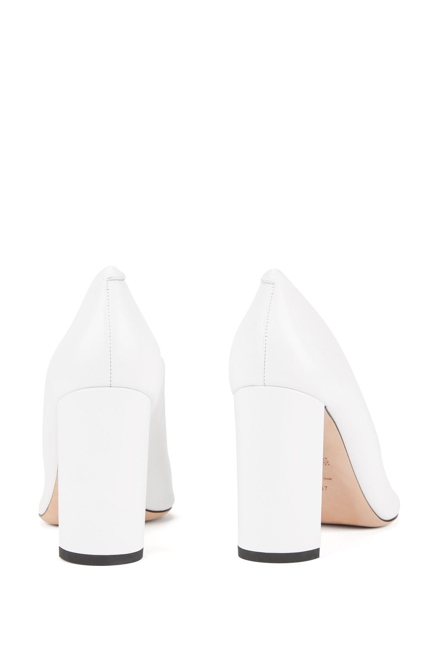Lederpumps mit neun Zentimeter hohem Blockabsatz, Weiß