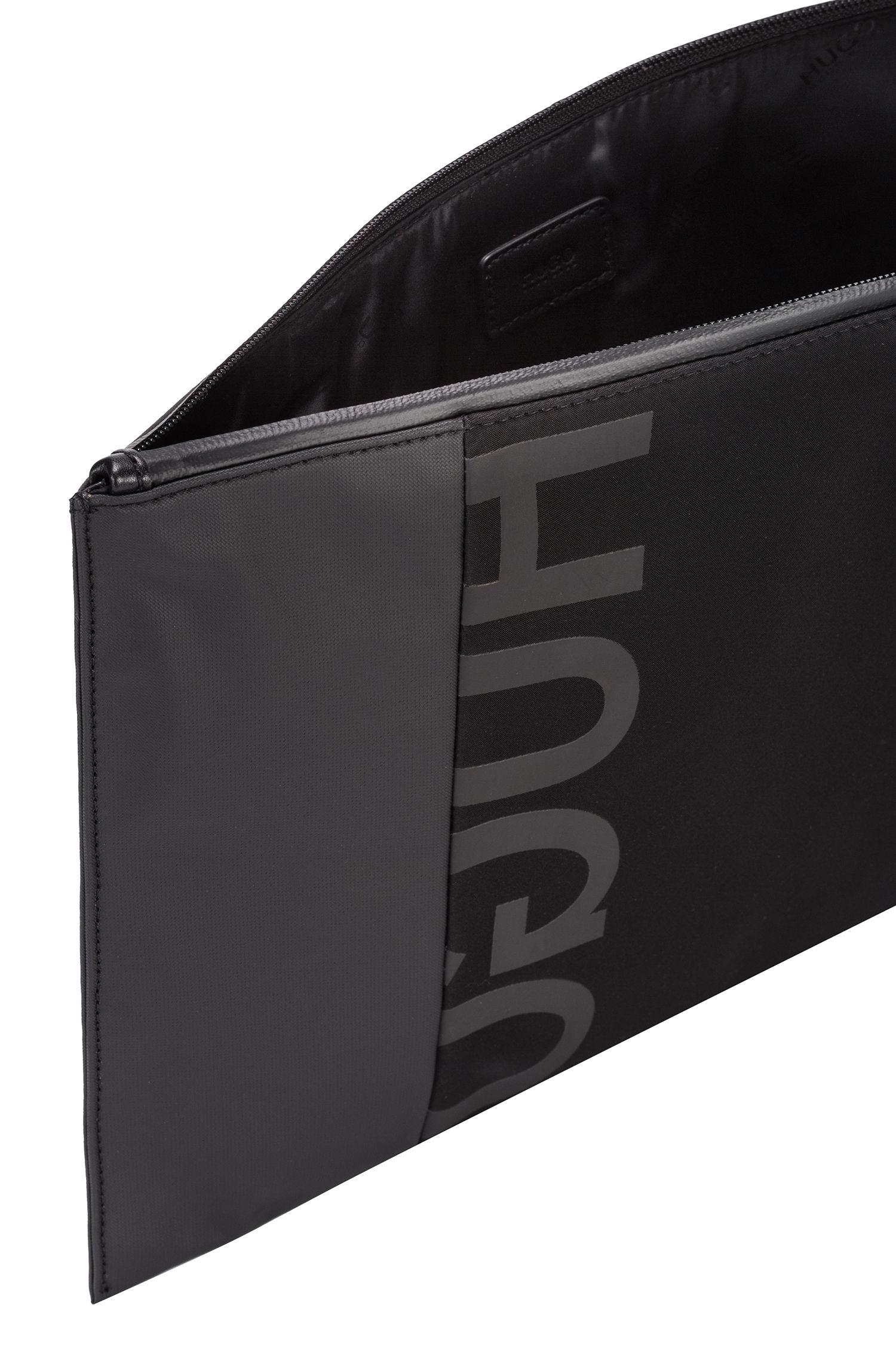 Funda portadocumentos de tejido de gabardina con logo invertido y herrajes de metal pesado, Negro