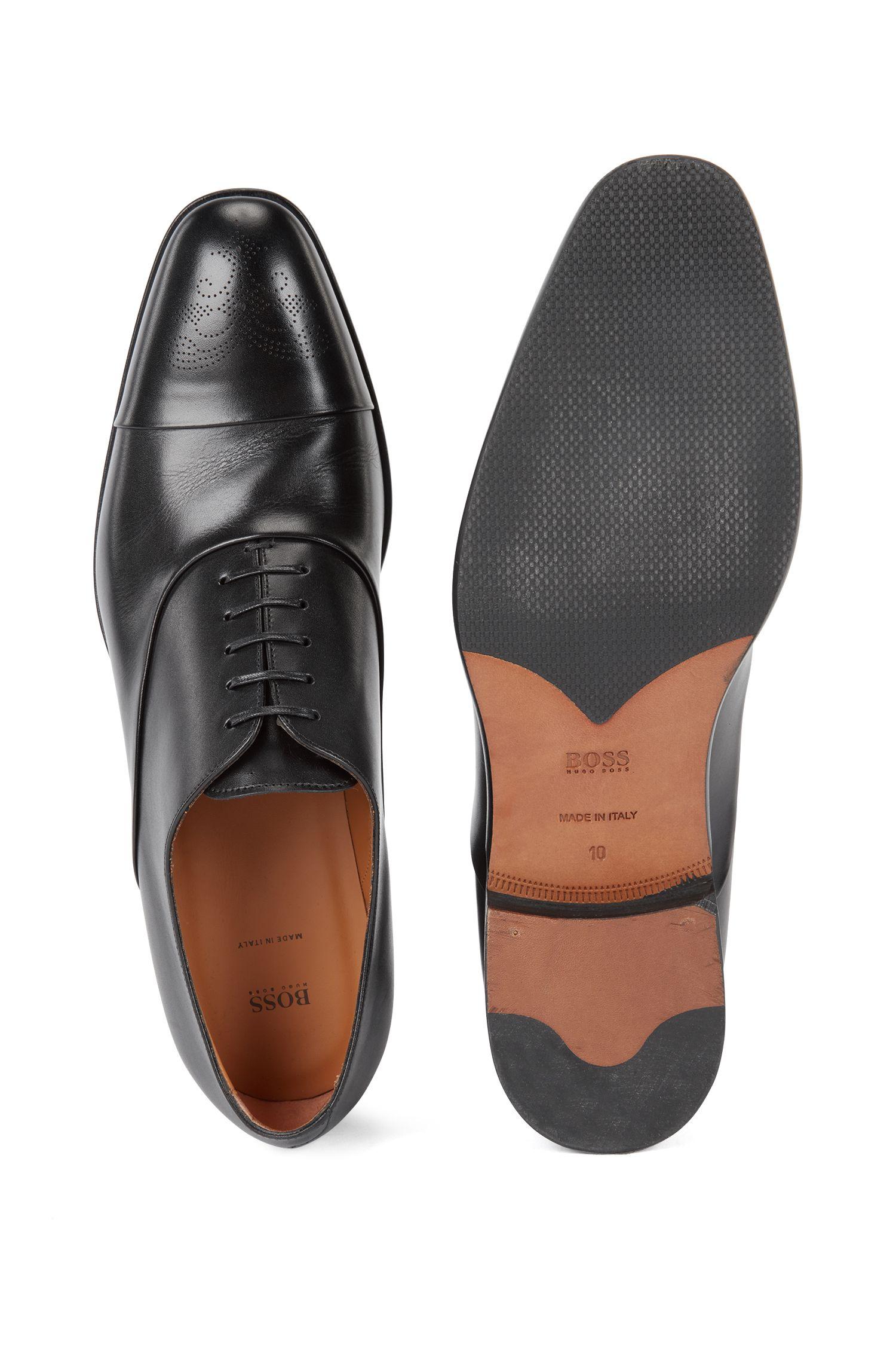 Oxfordschoenen van gepolijst leer met gelaserd broguedessin, Zwart