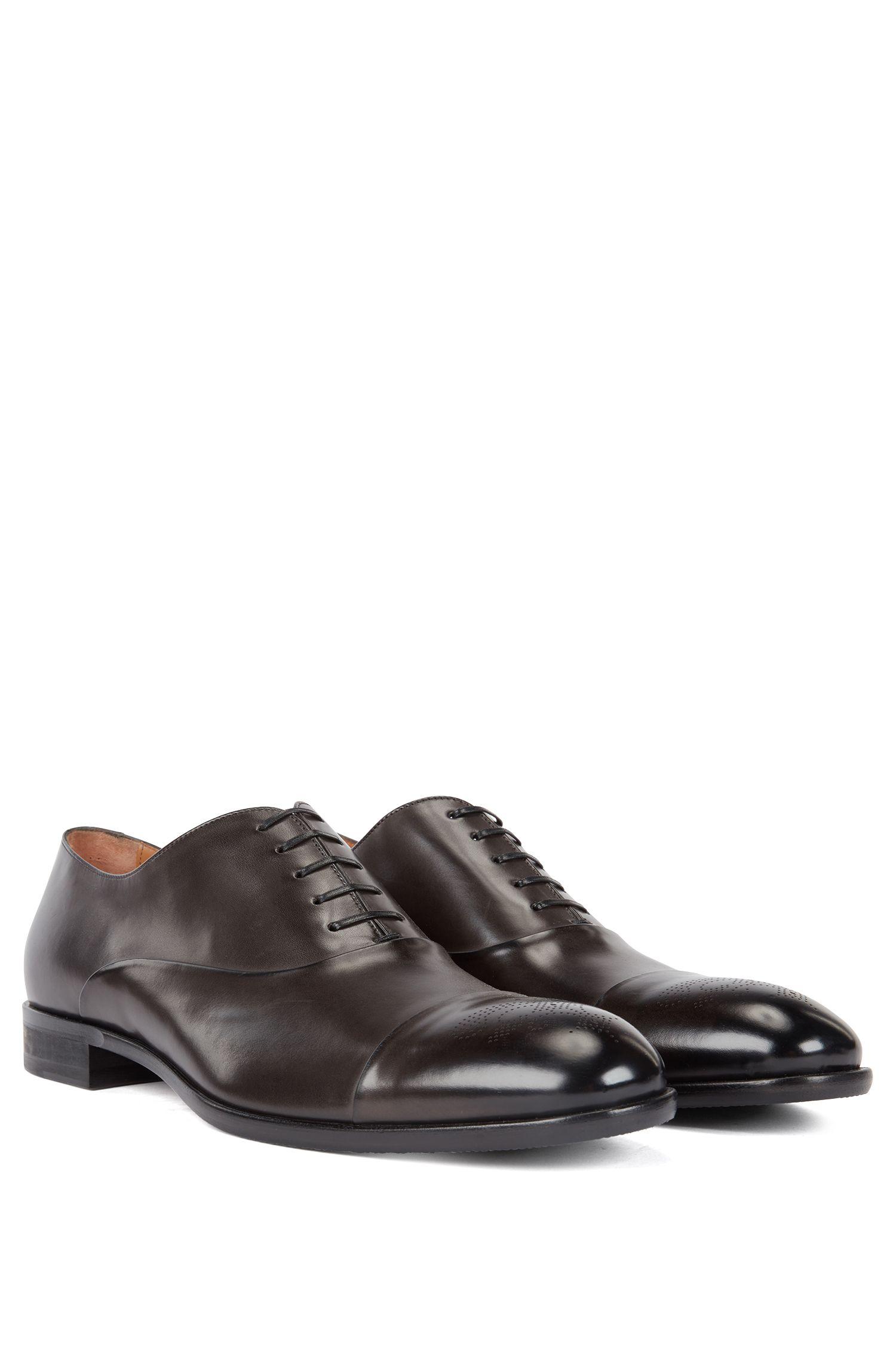 Oxford-Schuhe aus poliertem Leder mit gelasertem Budapester Muster, Dunkelgrau