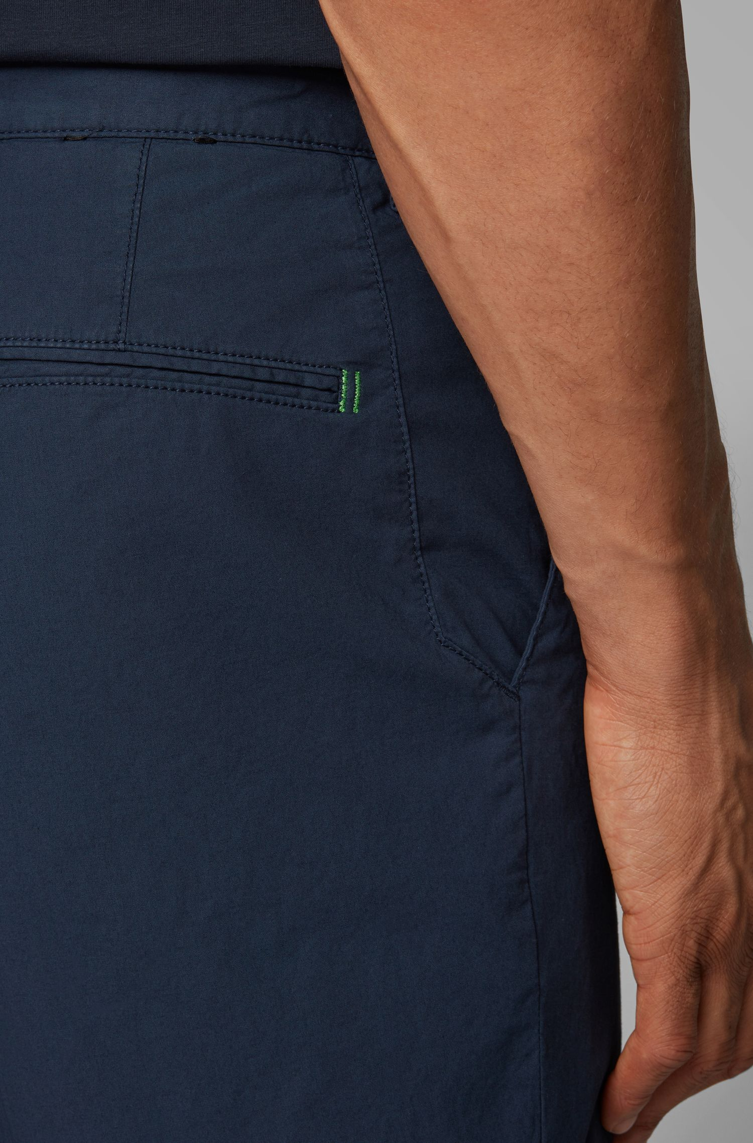 Regular-fit short in een twill van Italiaanse stretchkatoen, Donkerblauw
