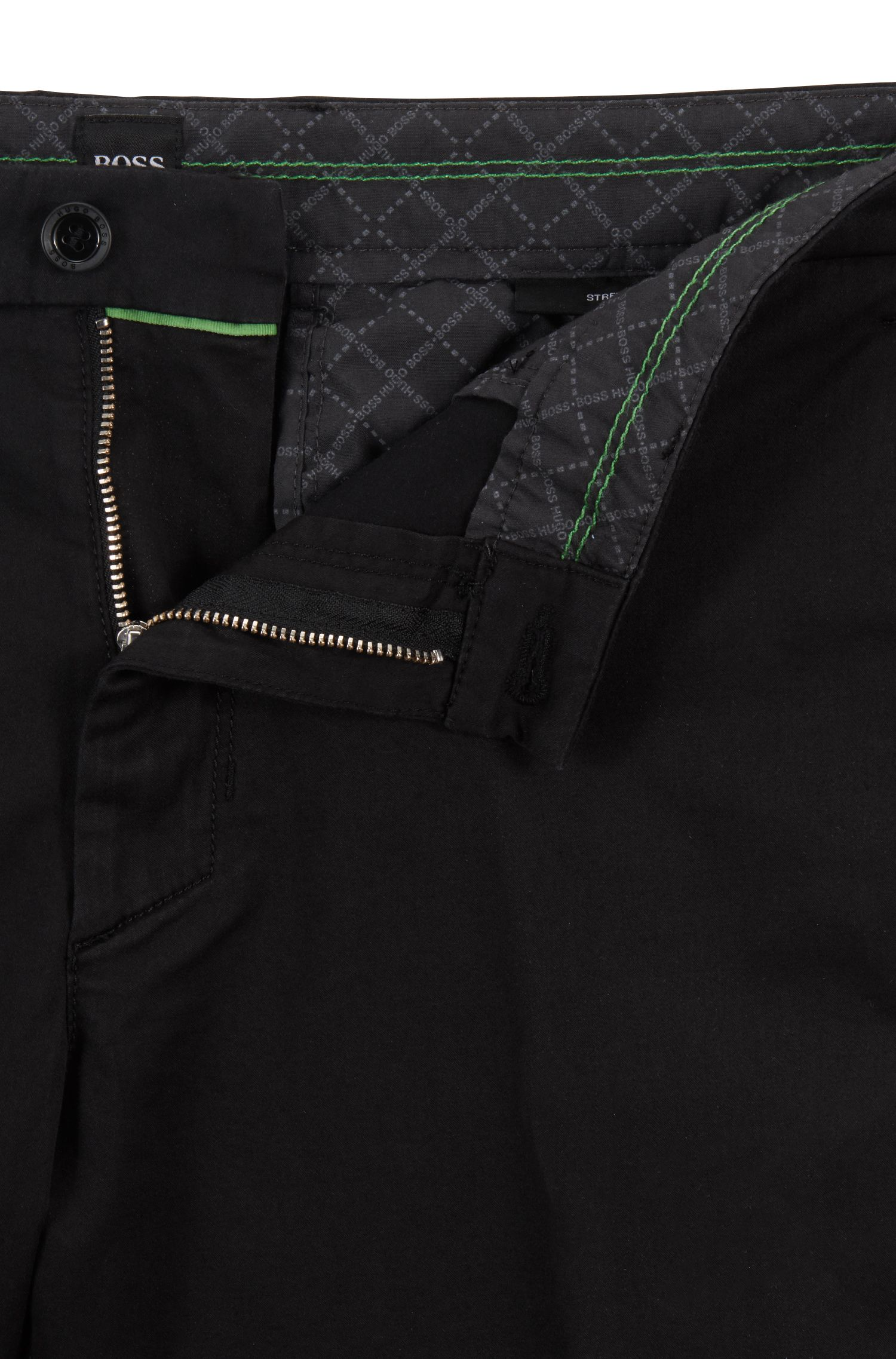 Pantaloncini slim fit in tessuto elasticizzato effetto satin, Nero