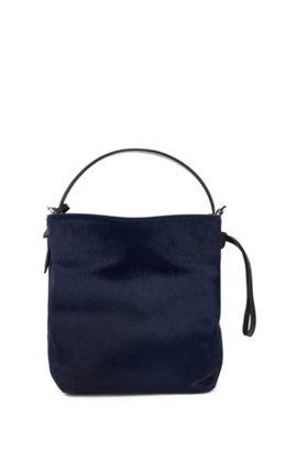 af8c24b4340 Bucket bag uit de Gallery Collectie, van premium Italiaans kalfsvel,  Lichtblauw