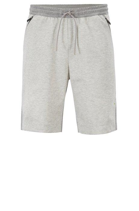 Slim-Fit Shorts aus feuchtigkeitsableitendem Material-Mix mit wasserabweisendem Finish, Hellgrau