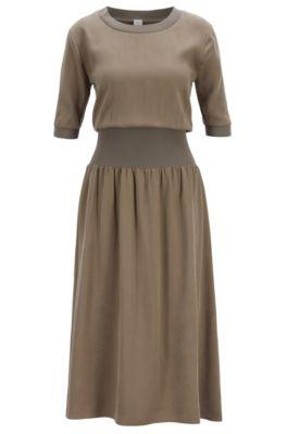 Kleid mit breitem Taillenbund, Hellgrau