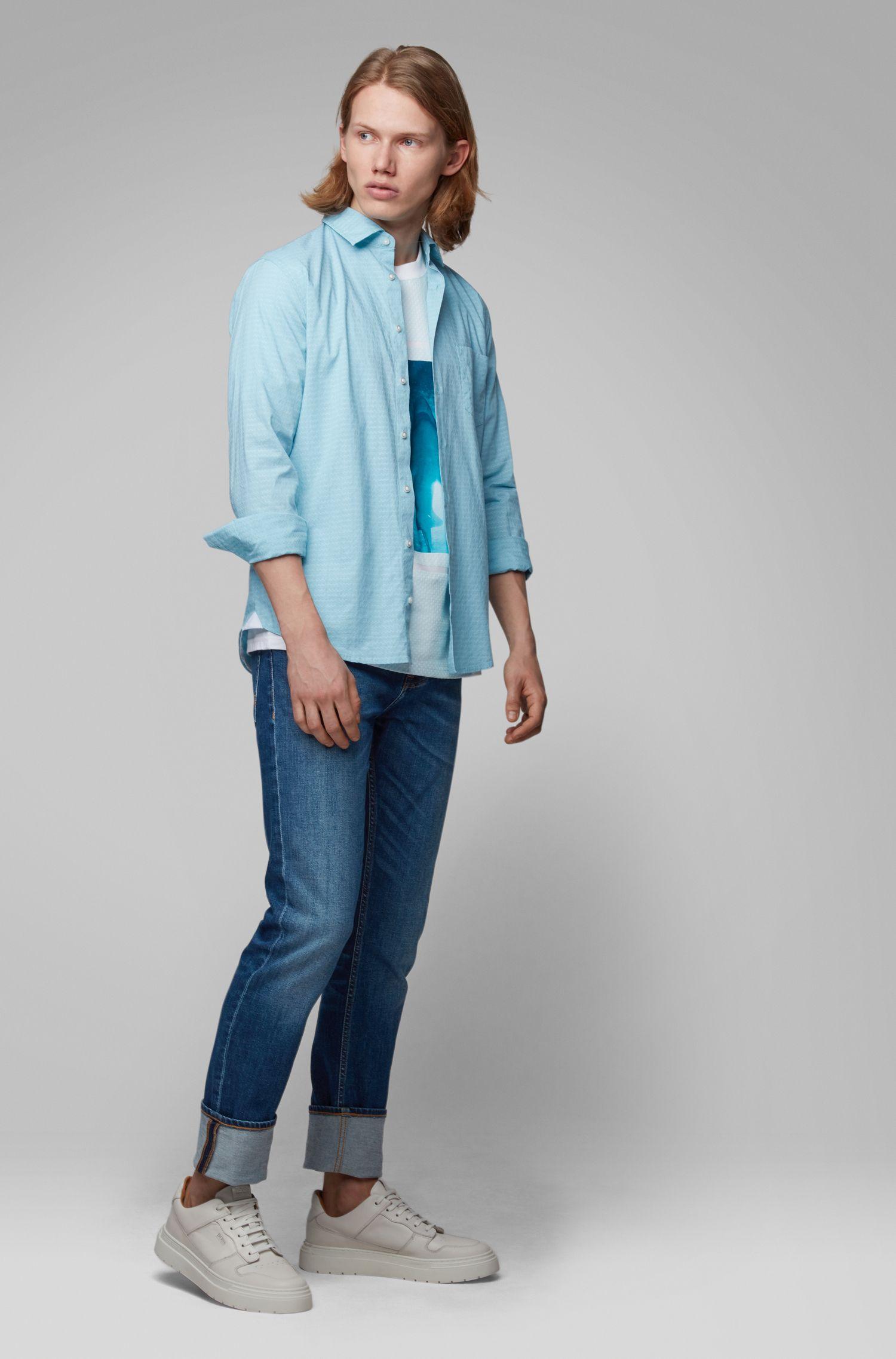 Camicia slim fit in cotone dobby con motivo a disegni geometrici, Celeste