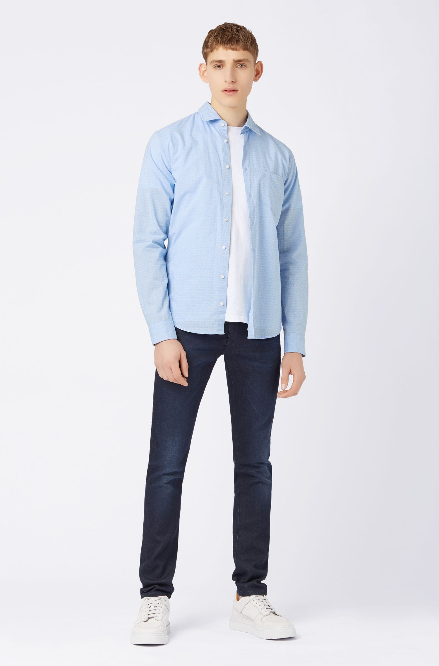 Camicia slim fit in cotone dobby con motivo a disegni geometrici, A disegni