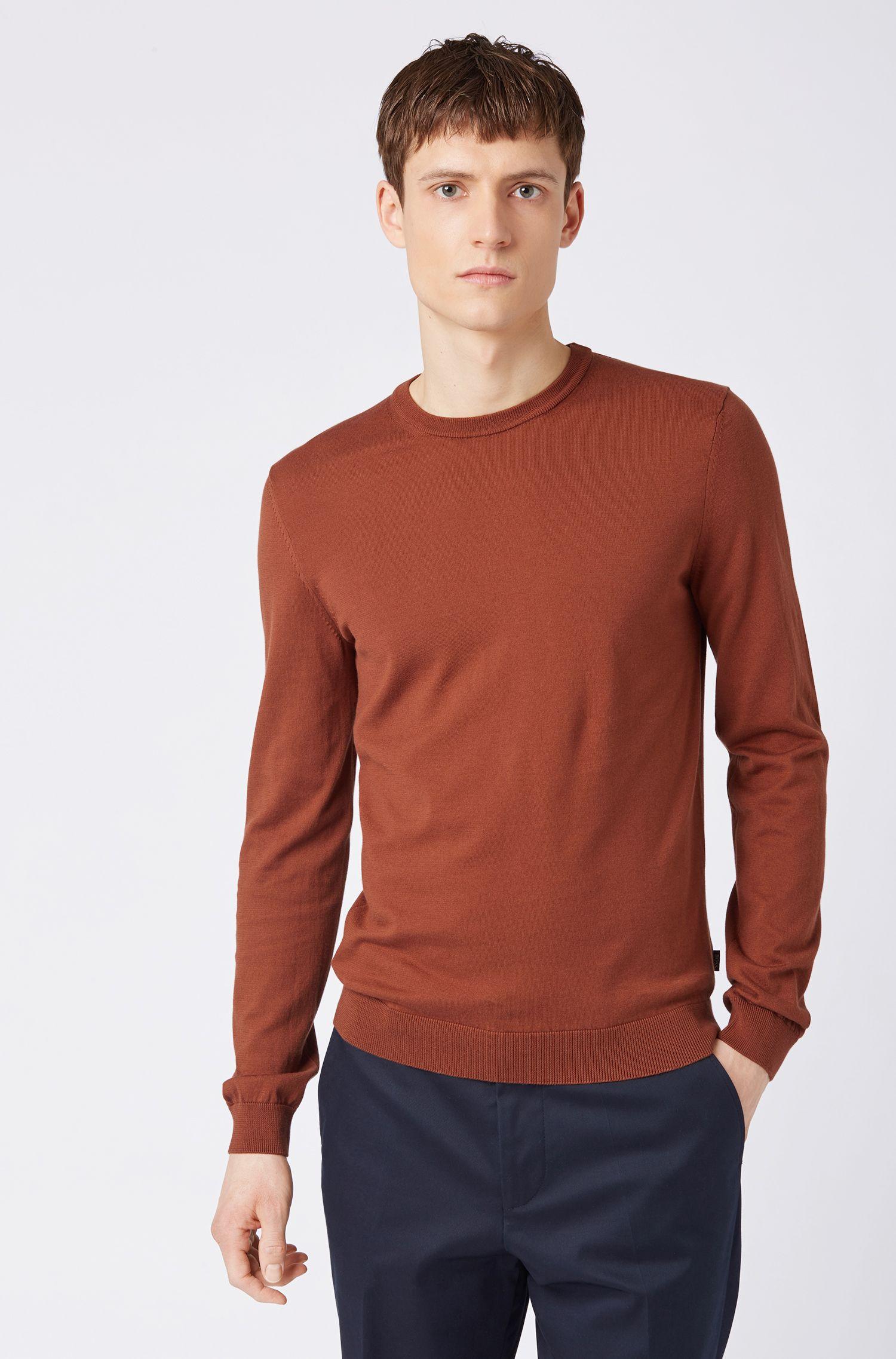 Slim-fit trui van katoen, met contrastaccent aan de binnenkant van de halslijn, Bruin