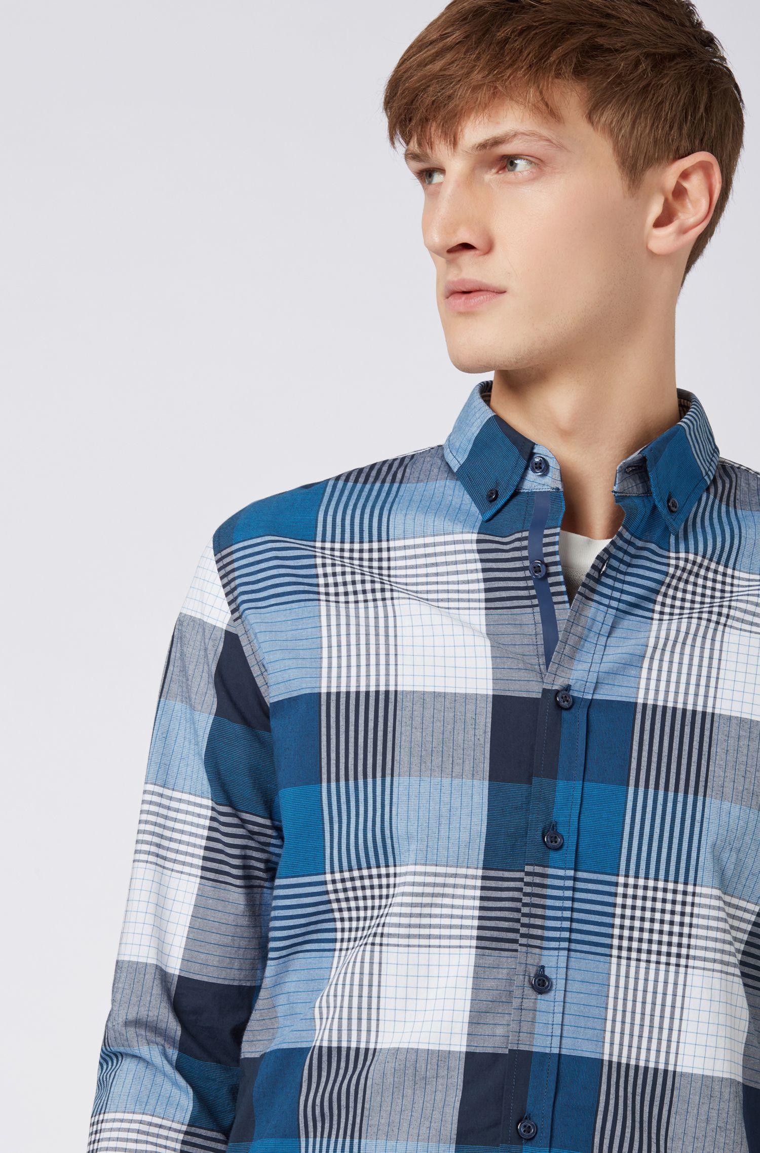 Camicia slim fit in cotone elasticizzato con motivo a quadri sfumato, Blu scuro