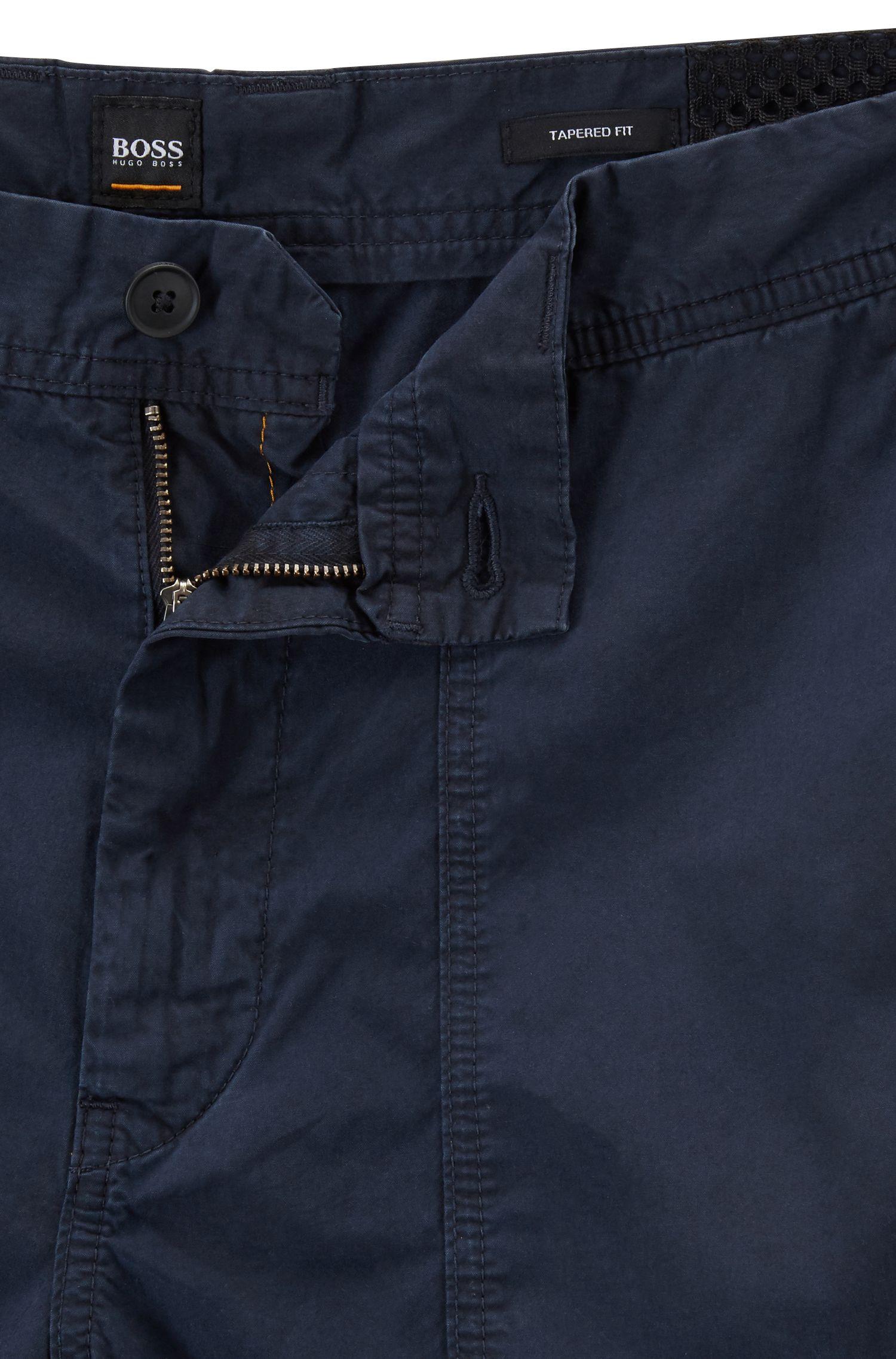 Tapered-Fit Shorts aus Baumwoll-Popeline mit doppelten Taschen, Dunkelblau