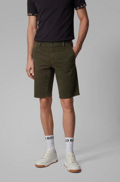 Slim-Fit Chino-Shorts aus doppelt gefärbtem Stretch-Satin, Hellgrün