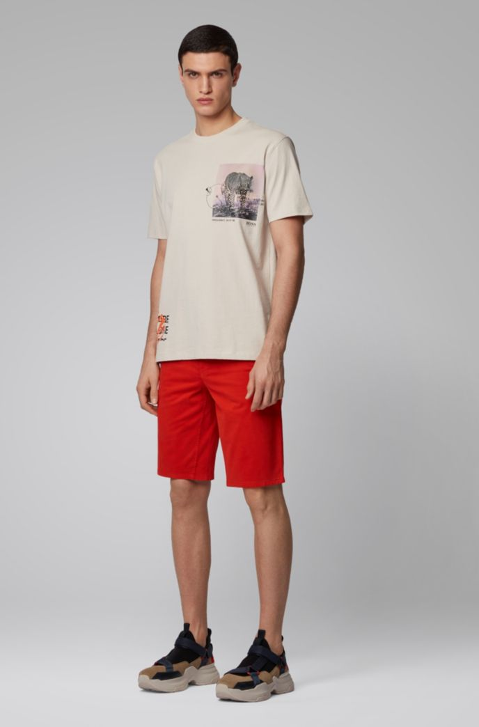 Shorts chinos slim fit en satén elástico con teñido doble