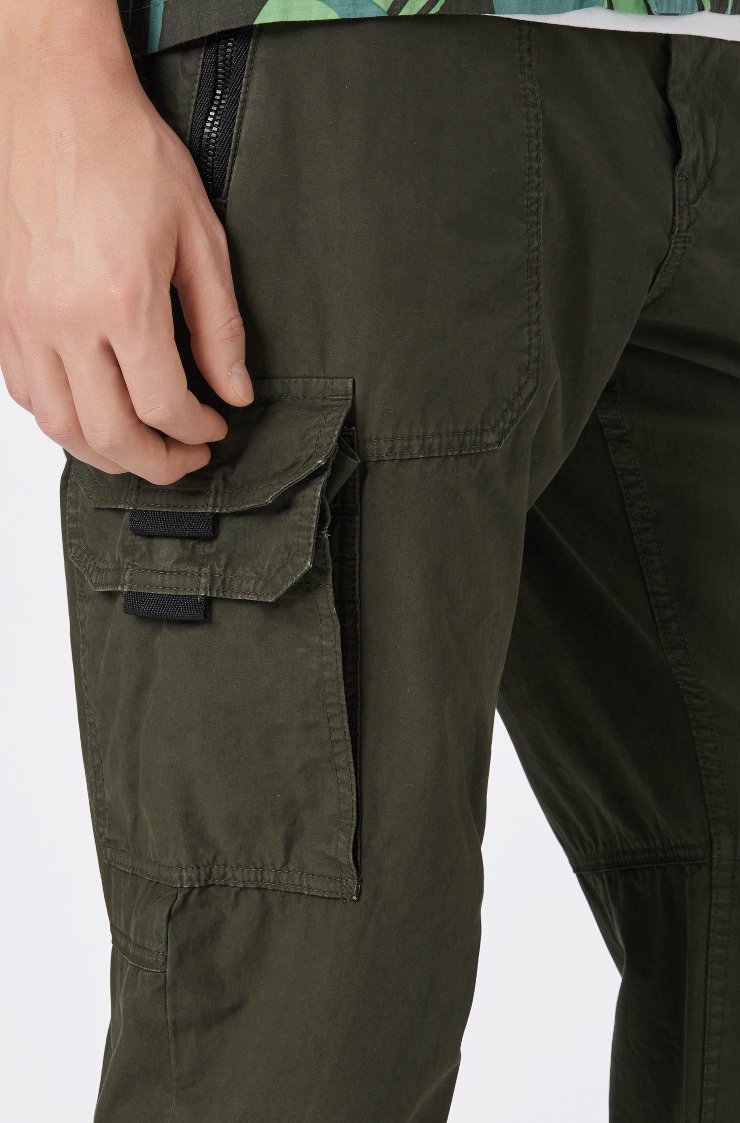 Pantalones cargo tapered fit en popelín de algodón con teñido doble, Cal