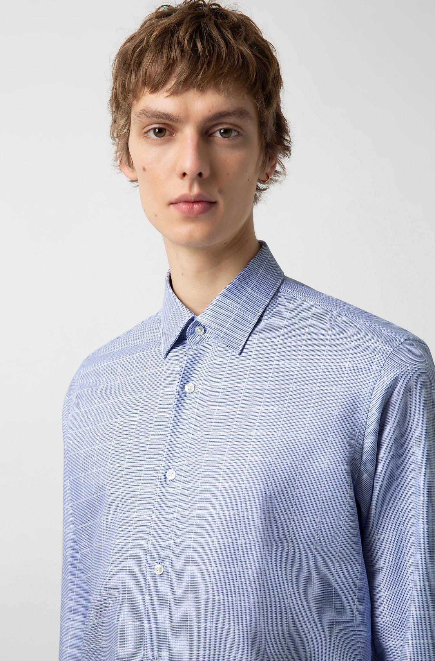 Regular-Fit Hemd aus strukturierter Baumwolle mit angeschrägten Manschetten, Gemustert
