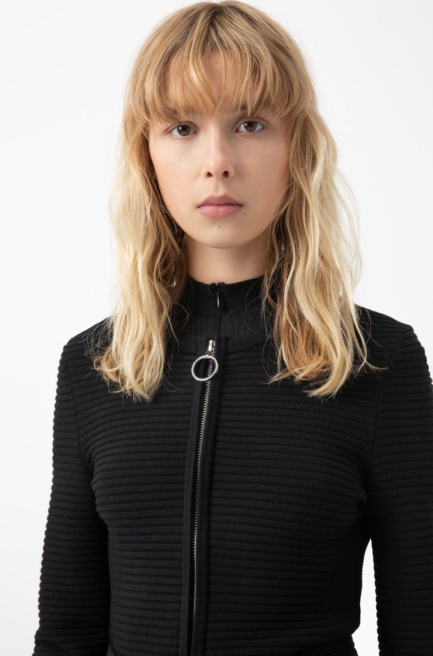 Slim-fit gebreid jasje met opvallende ritstrekker, Zwart