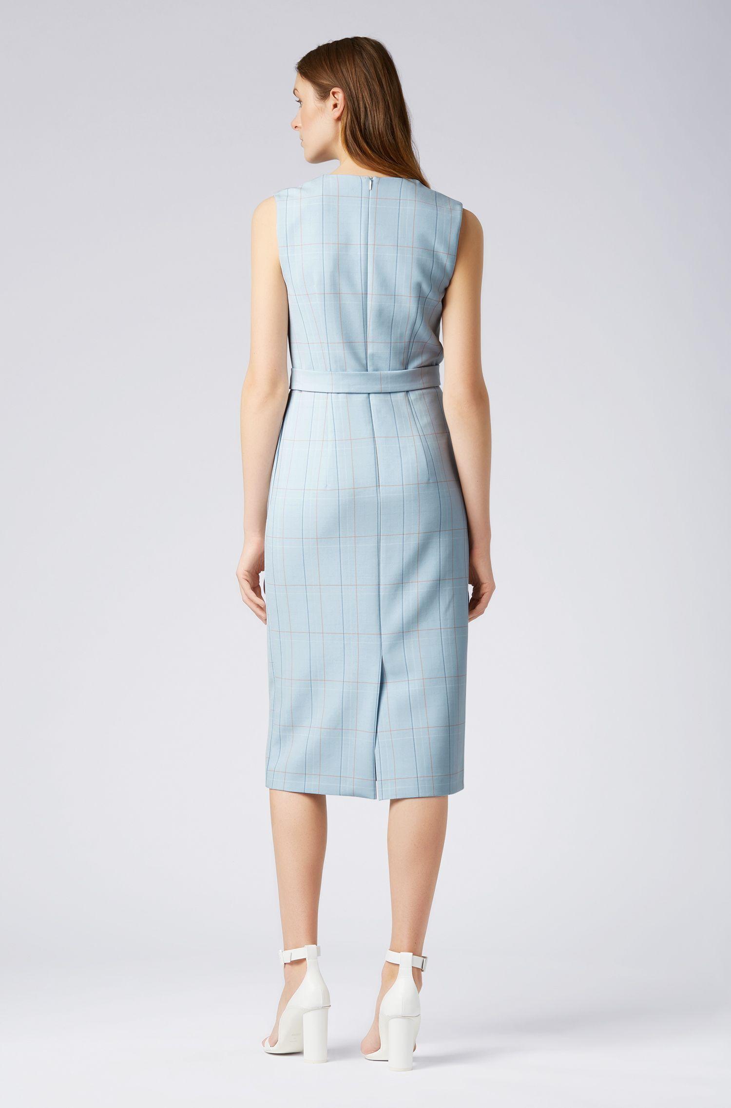 Kleid mit V-Ausschnitt und Gürtel mit D-Ring, Gemustert