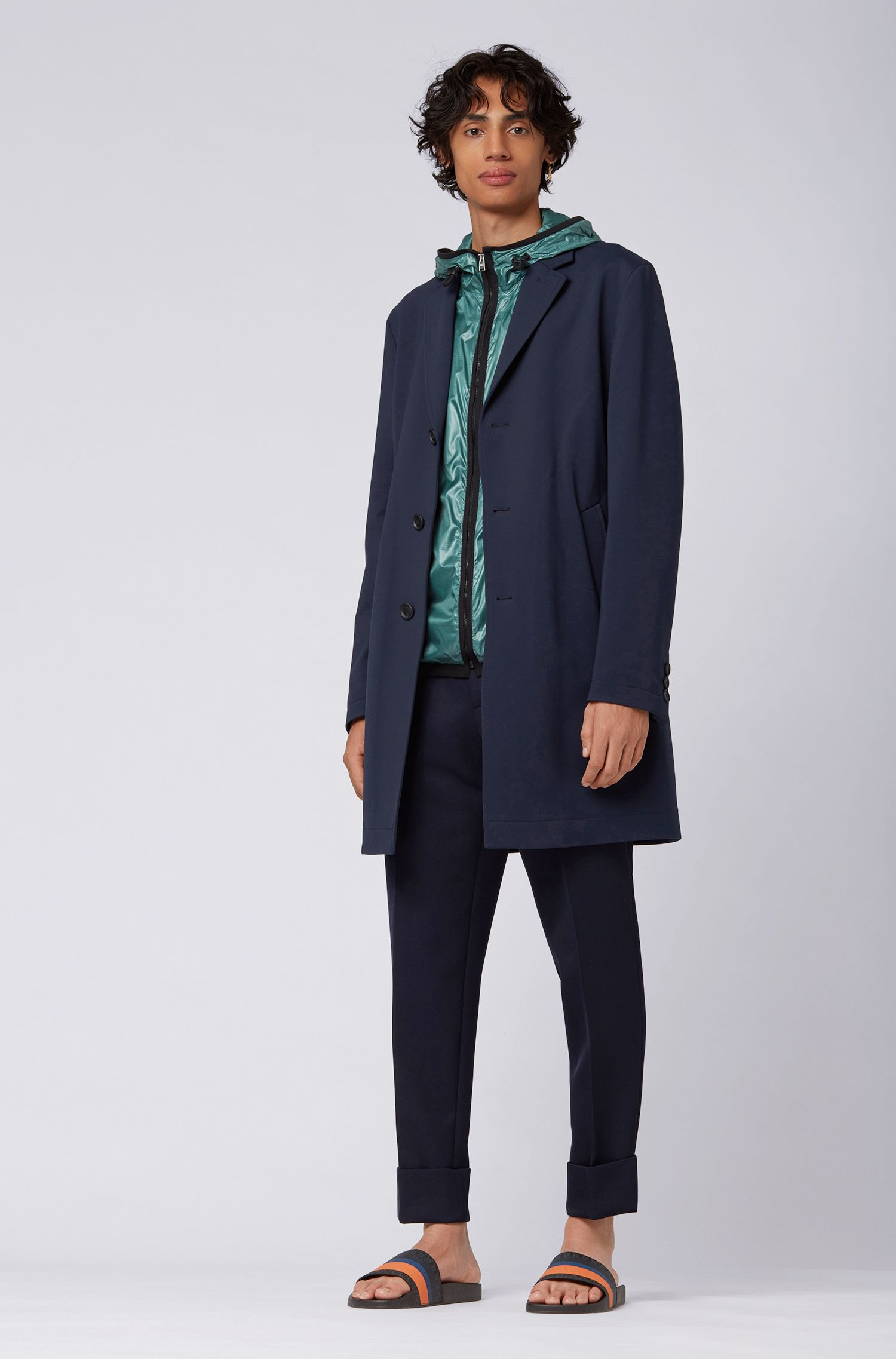 Cazadora cortavientos con capucha en tejido ligero con acabado con brillo, Verde
