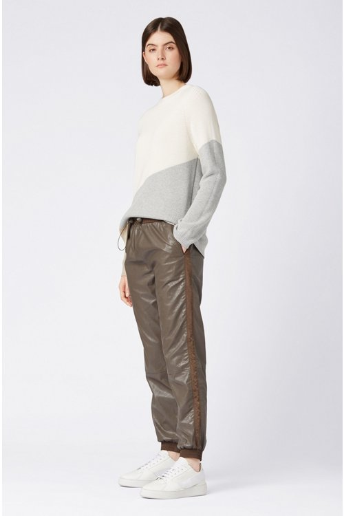 Hugo Boss - Pantalones de chándal regular fit de piel sintética con puños en los bajos - 2