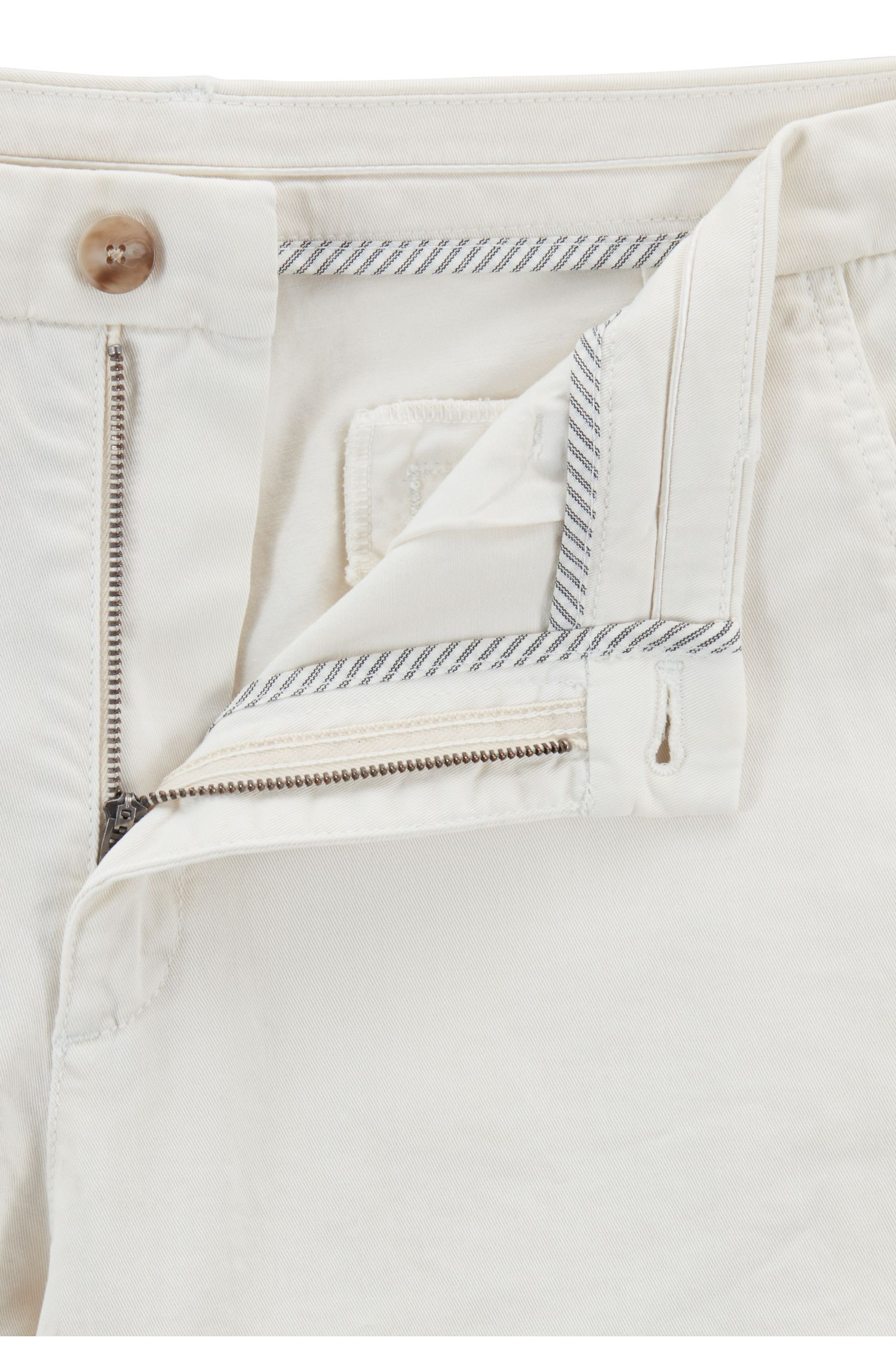 Chino raccourci Relaxed Fit en twill de coton stretch, Chair
