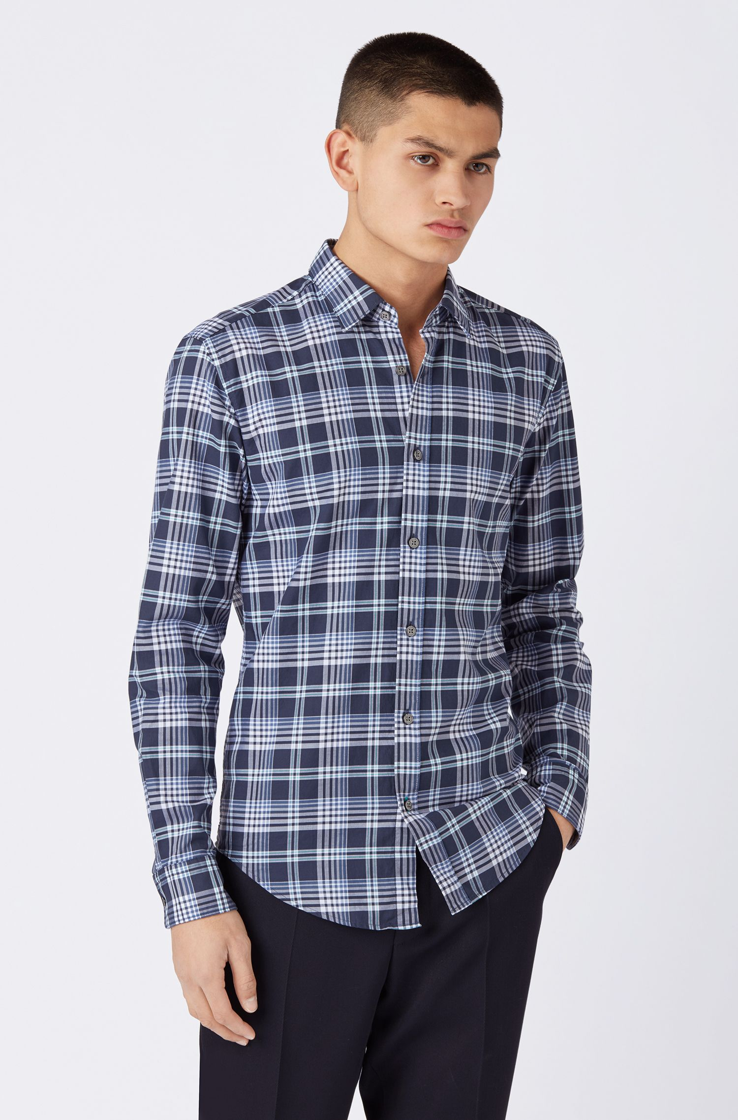 Slim-fit shirt in plain-checked cotton chambray, Open Blue